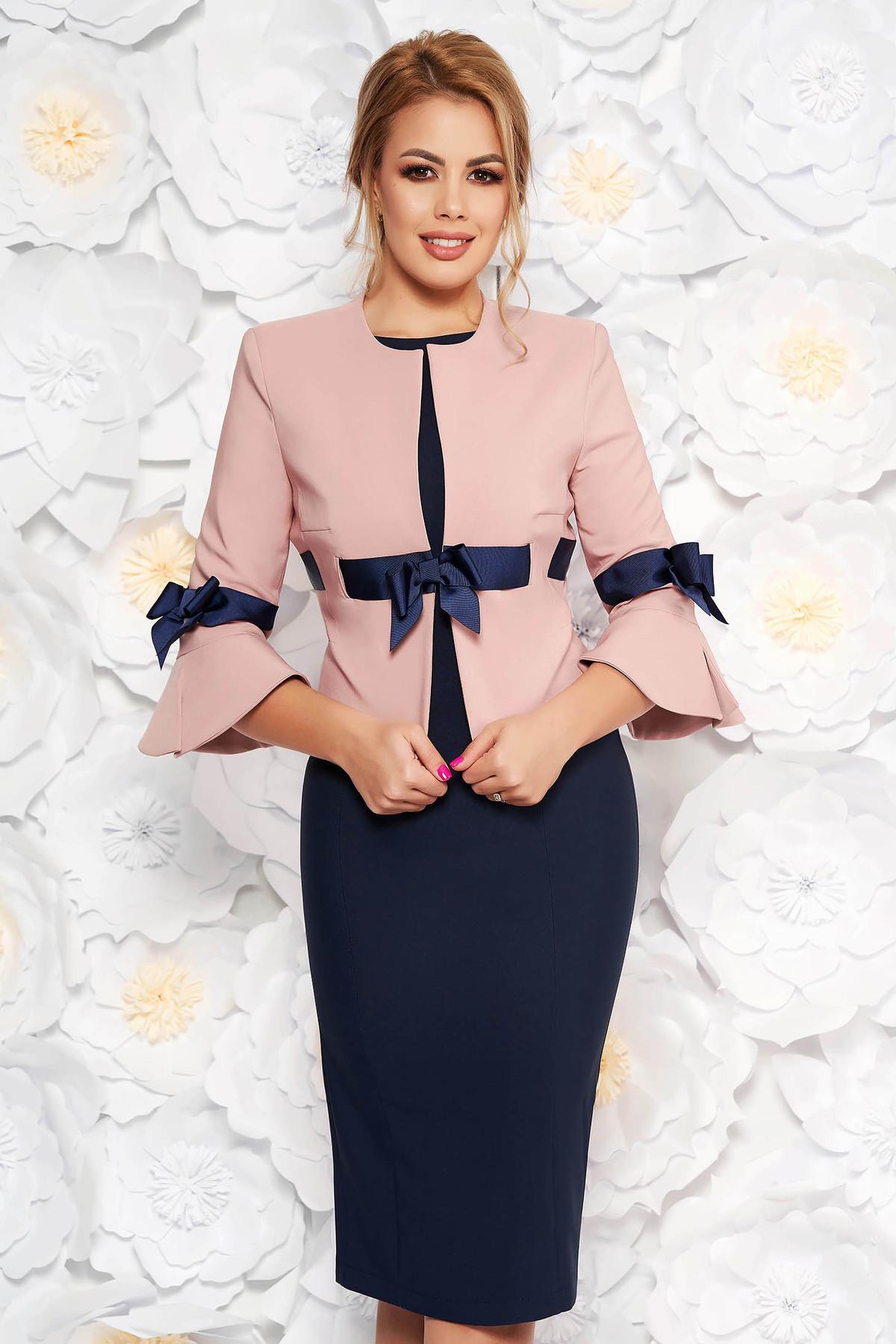 Compleu LaDonna rosa elegant din stofa cu sacou cambrat cu maneci clopot si rochie tip creion