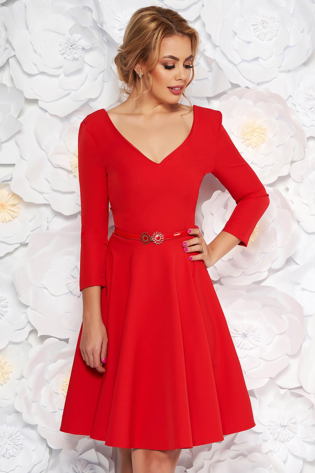 Rochie StarShinerS rosie eleganta in clos din stofa subtire usor elastica cu accesoriu tip curea