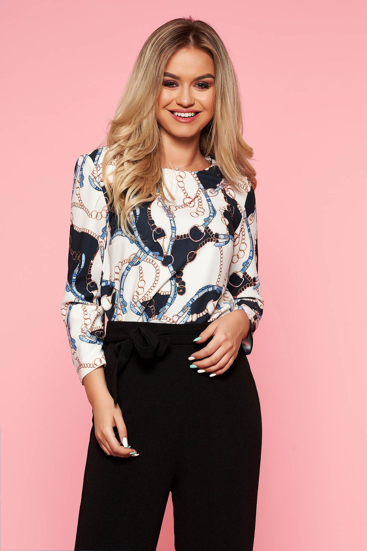 Bluza dama albastra-deschis eleganta cu croi larg din material fin la atingere cu imprimeuri grafice