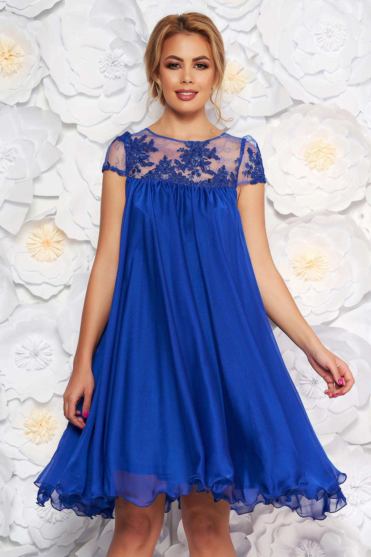 Rochie Artista albastra de ocazie cu croi larg din voal captusita pe interior cu insertii de broderie