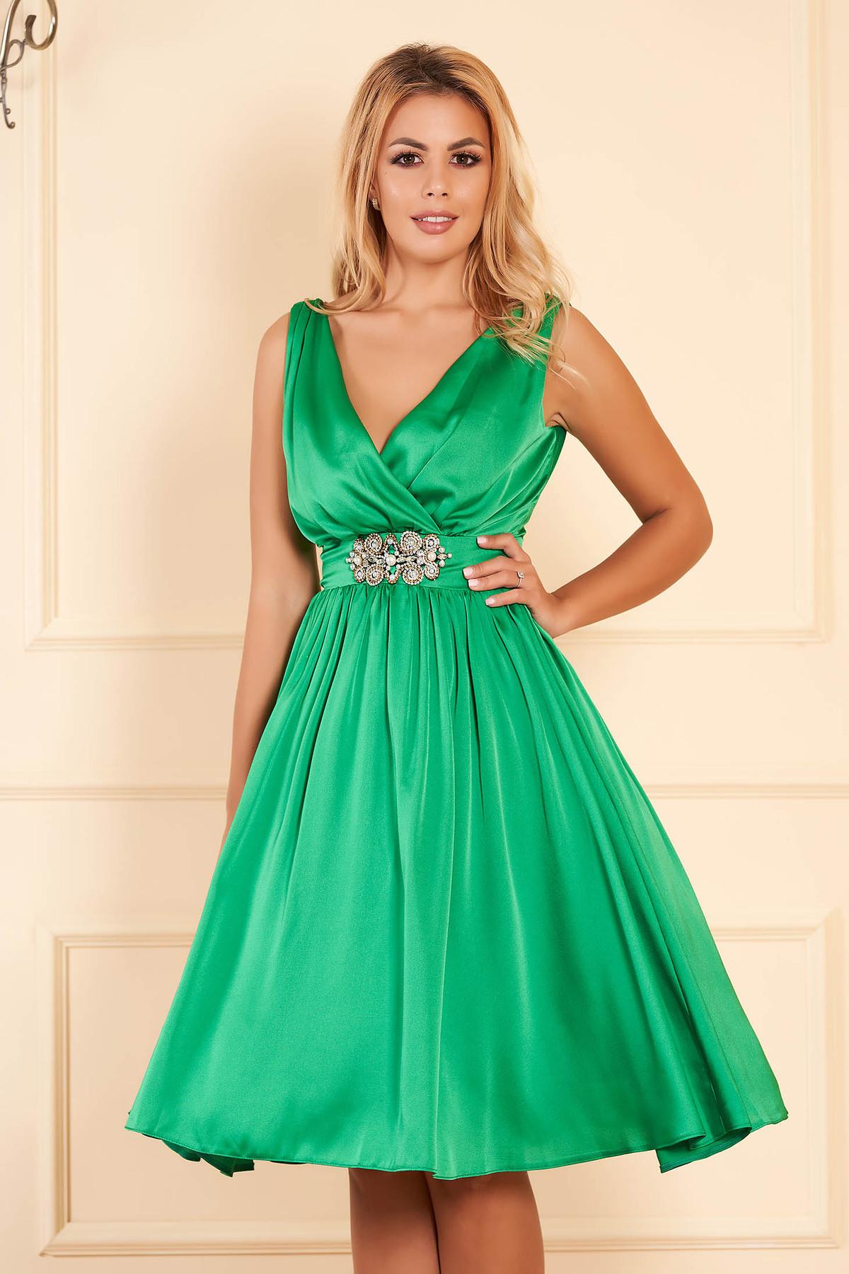 Rochie StarShinerS verde eleganta de ocazie midi din satin captusita pe interior cu decolteu in v