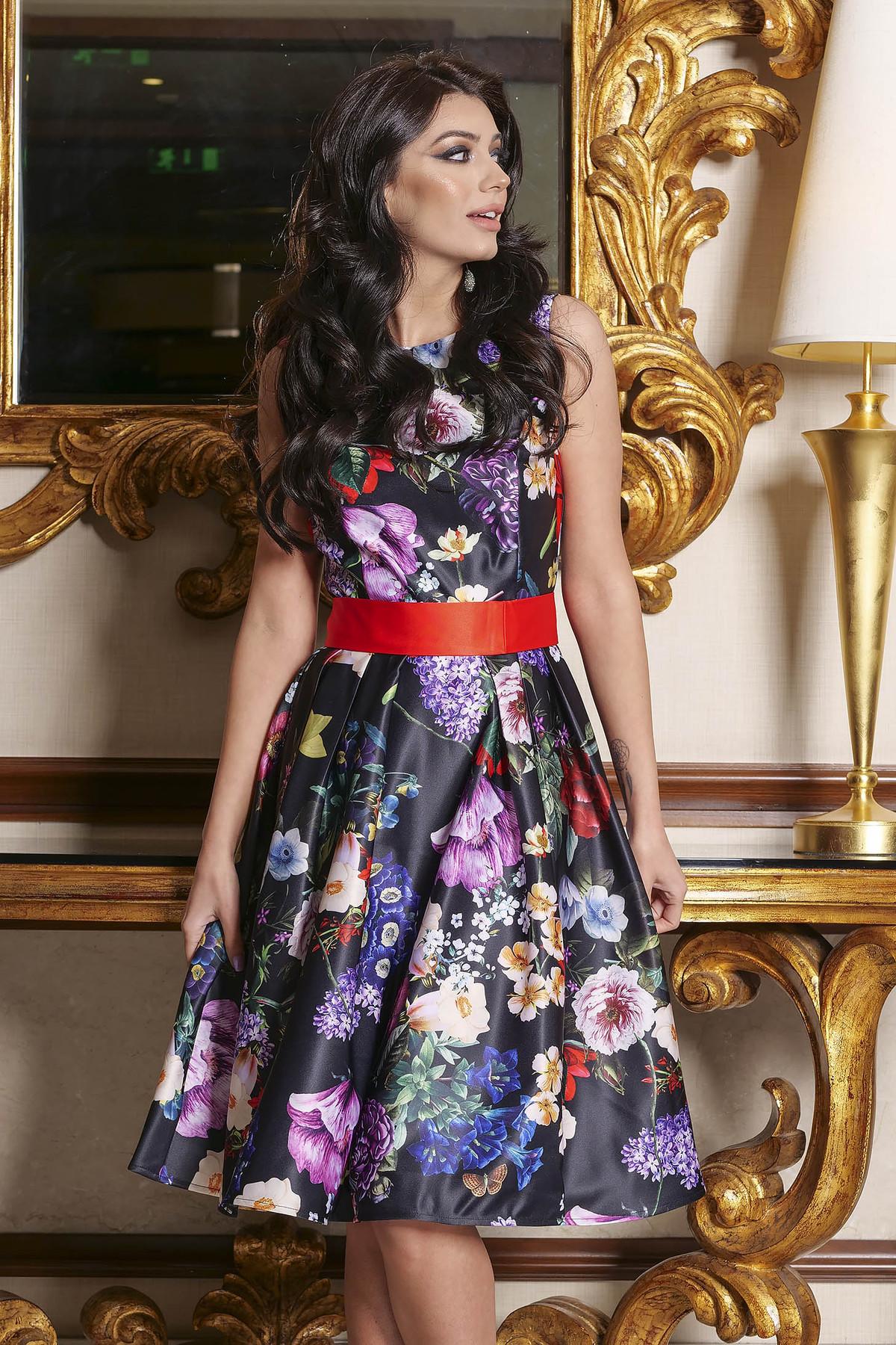 Rochie Artista neagra de ocazie in clos din satin cu imprimeu floral accesorizata cu cordon