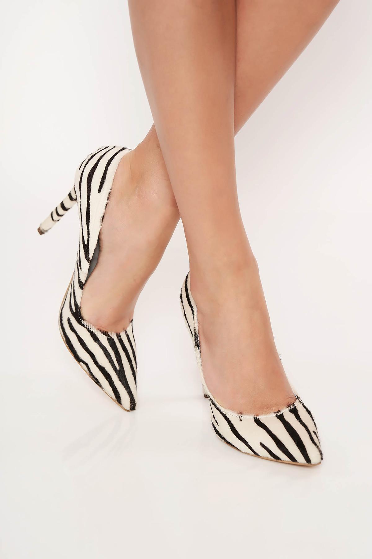 Pantofi alb cu varful usor ascutit din piele naturala animal print