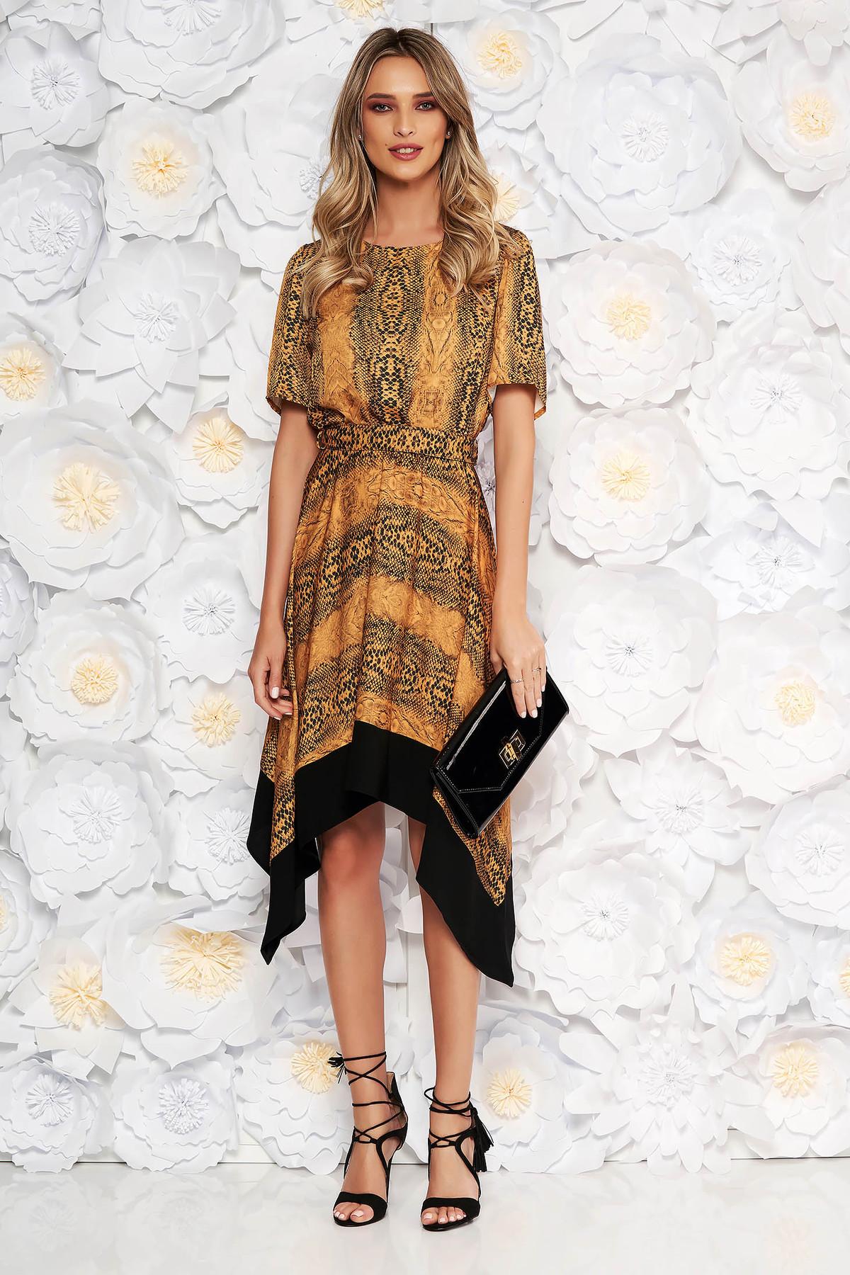 Rochie mustarie asimetrica in clos cu elastic in talie cu maneci scurte accesorizata cu cordon