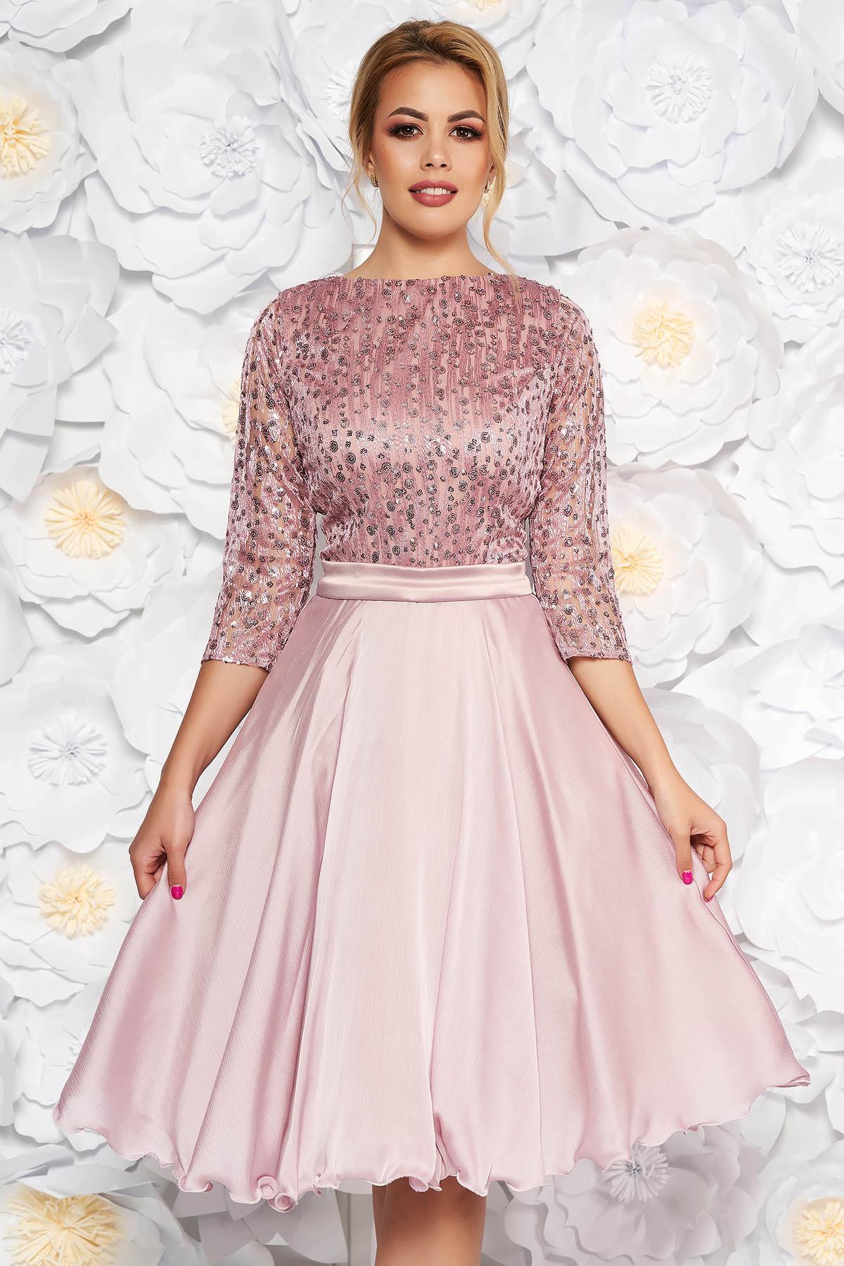 Rochie rosa de ocazie in clos maneci transparente din dantela cu aplicatii cu paiete