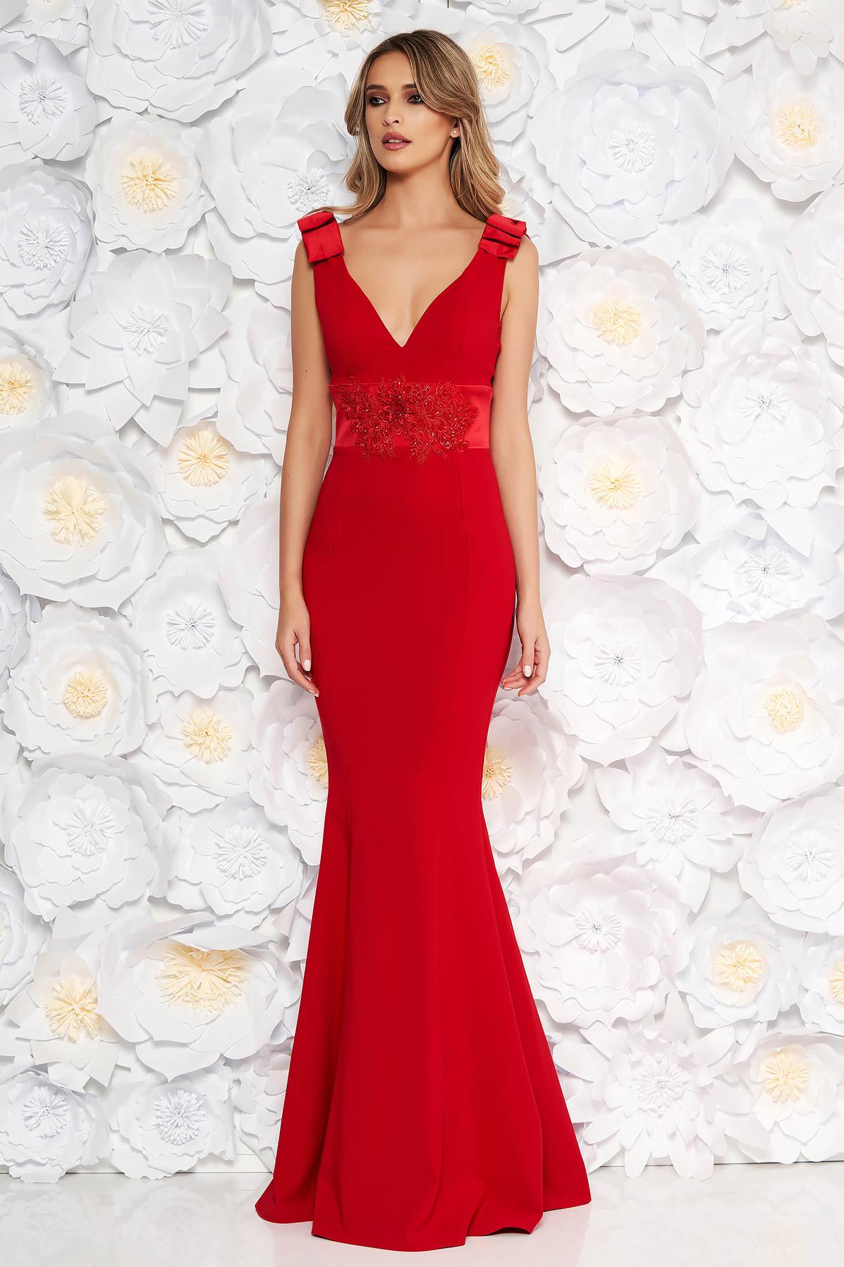 Rochie rosie de ocazie lunga tip sirena din stofa subtire usor elastica accesorizata cu fundite cu aplicatii de dantela
