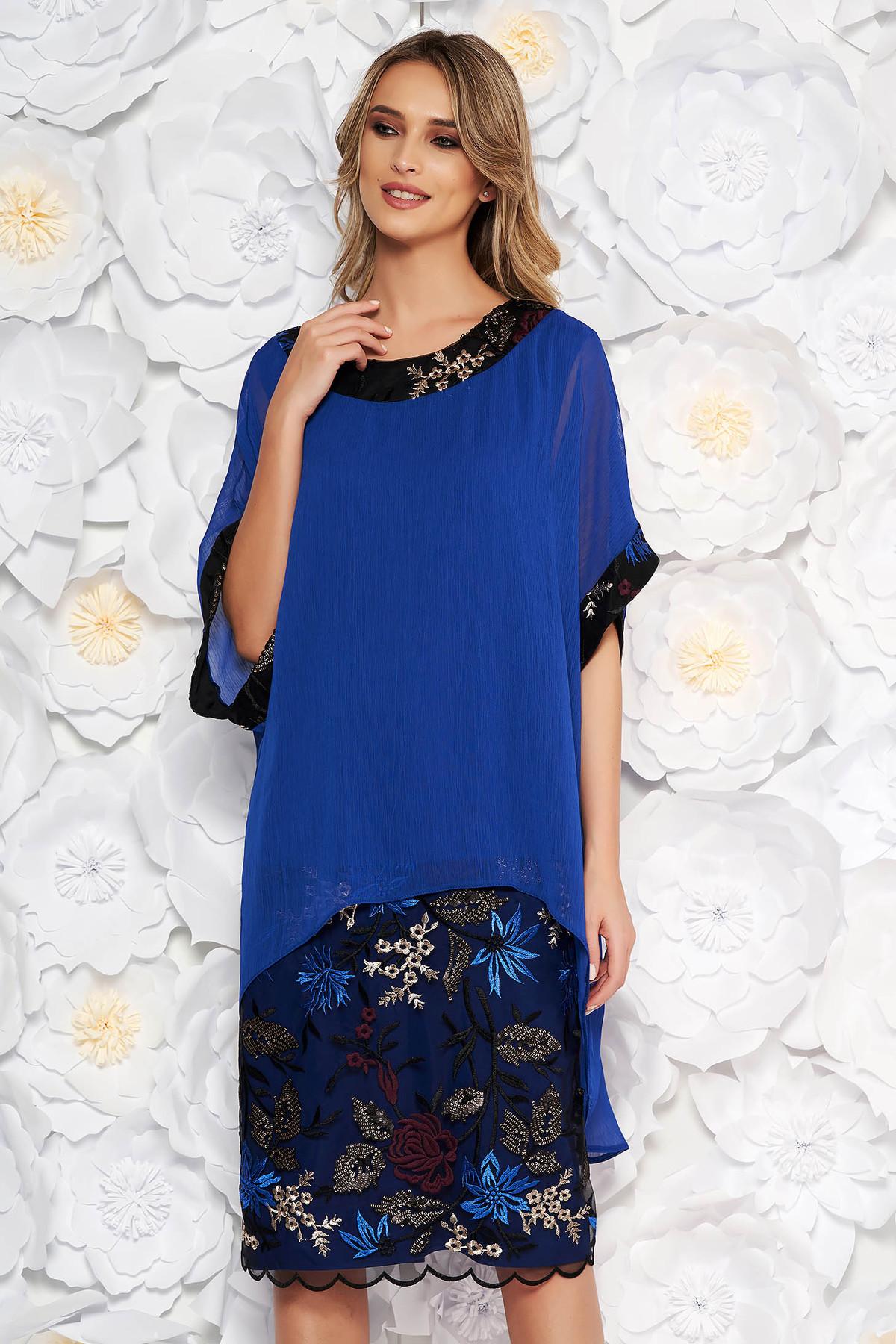 Compleu albastru elegant cu rochie cu un croi drept suprapunere cu voal cu insertii de broderie