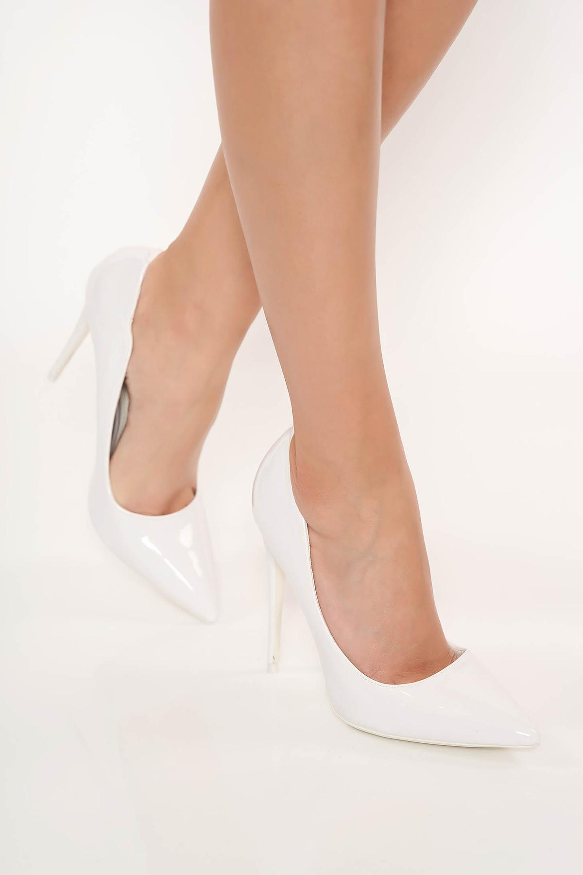Pantofi alb cu toc inalt elegant din piele ecologica lacuita cu varful usor ascutit