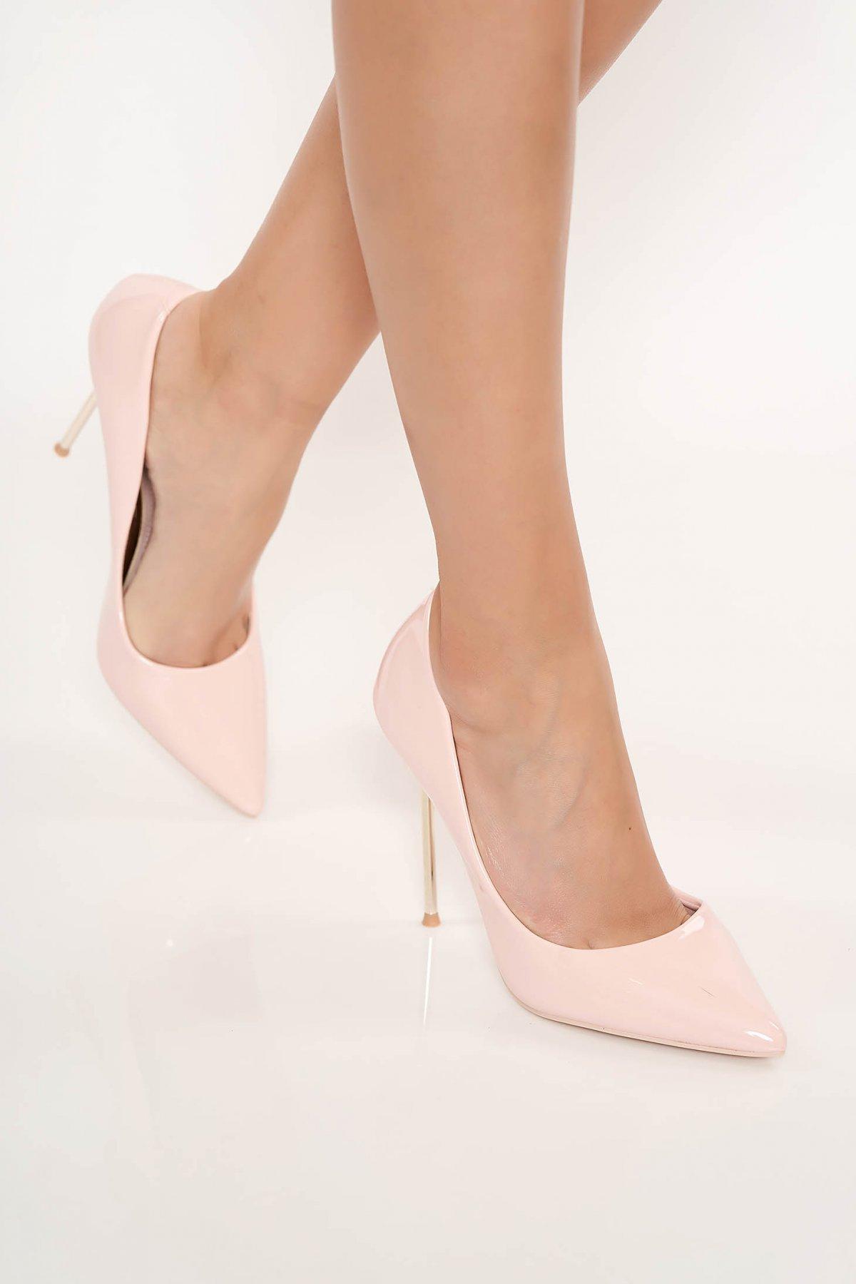 Pantofi roz prafuit elegant din piele ecologica lacuita cu varful usor ascutit cu toc inalt
