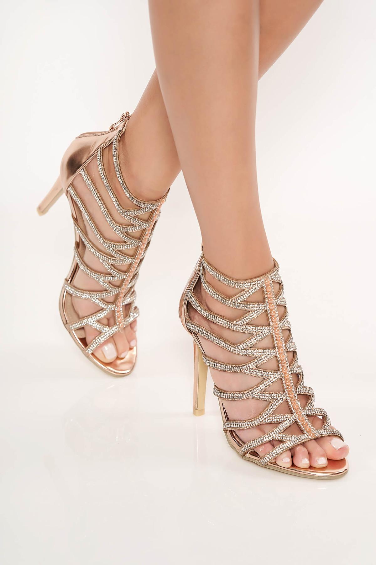Sandale aurii cu aplicatii cu pietre strass