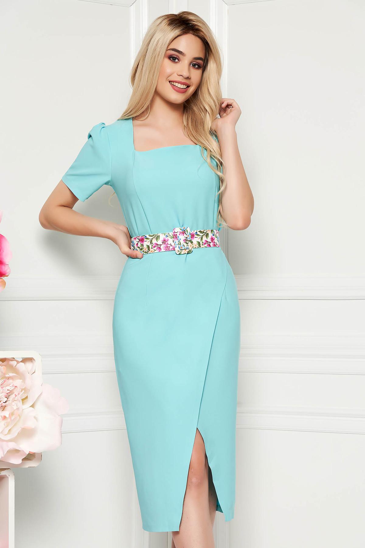 Rochie albastru aqua eleganta de zi midi cu un croi cambrat din material usor elastic cu accesoriu tip curea