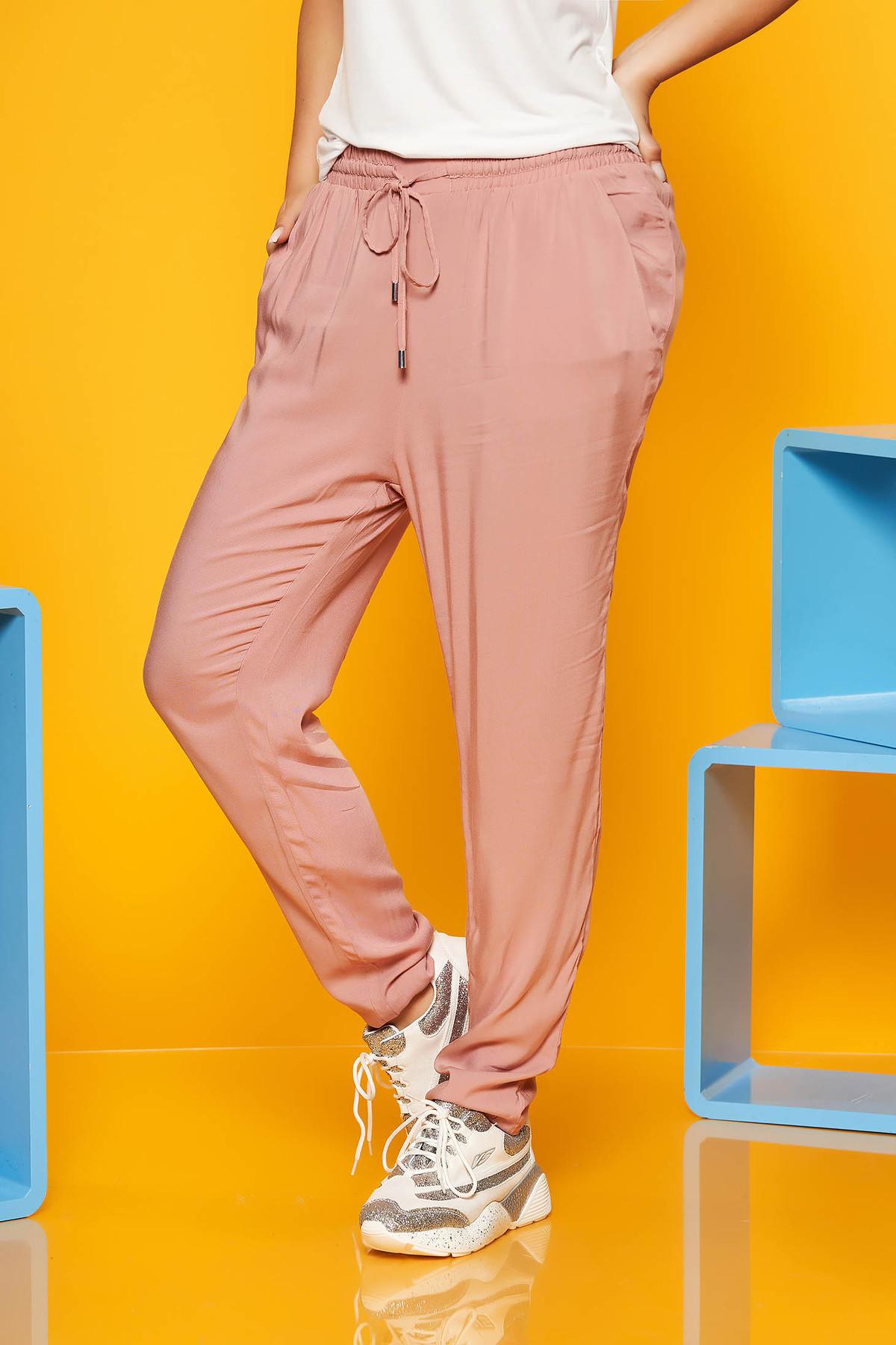 Pantaloni SunShine rosa din material vaporos accesorizati cu snur si buzunare