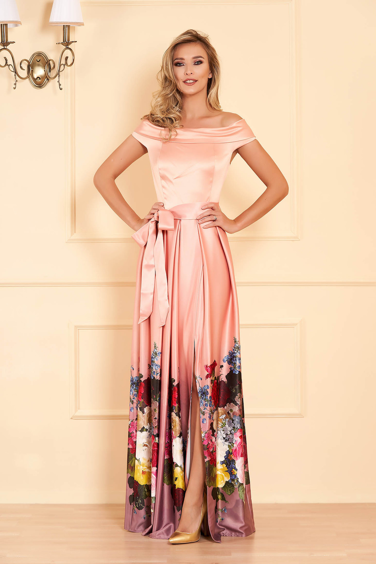 Rochie Artista piersica de ocazie in clos din material satinat cu imprimeu floral cu umeri goi