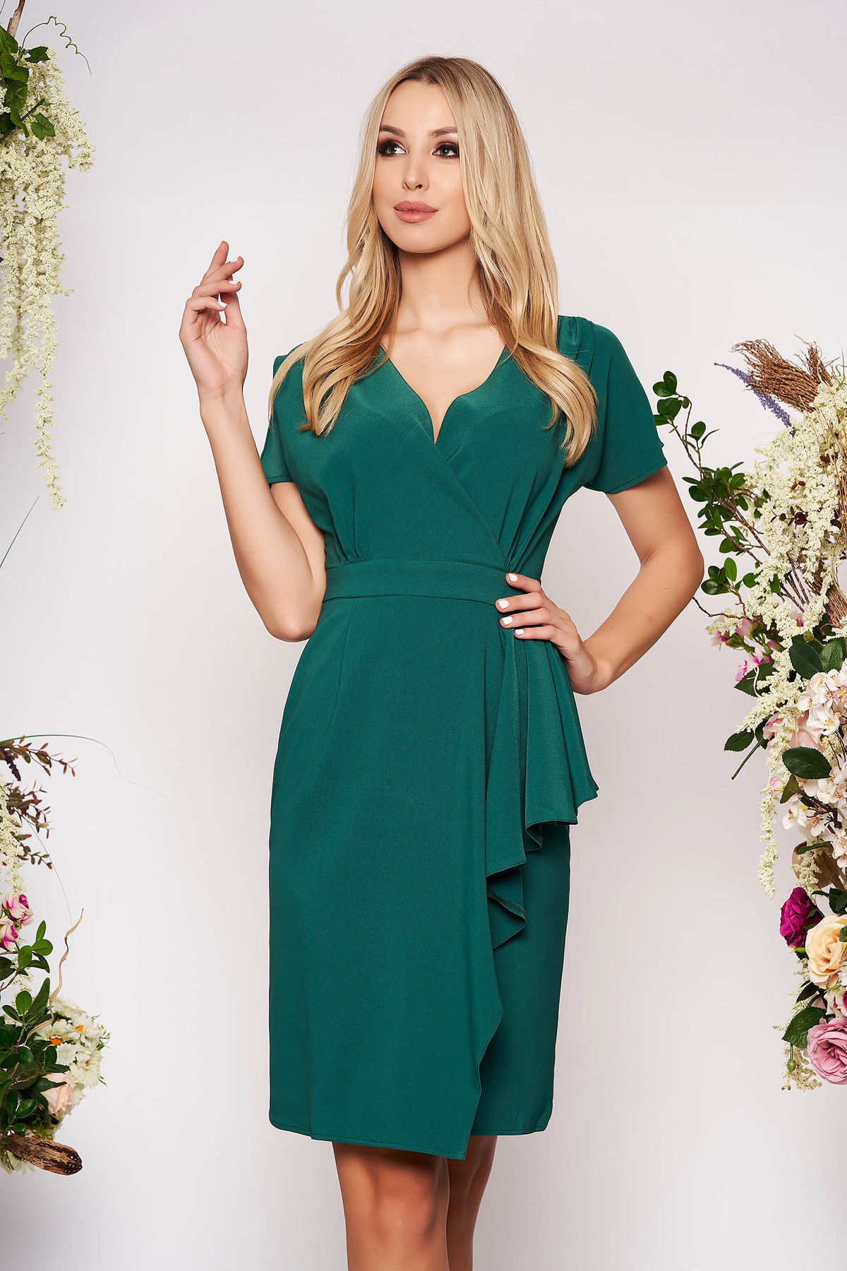Rochie verde midi eleganta de zi decupat pe picior cu decolteu in v din stofa cu peplum