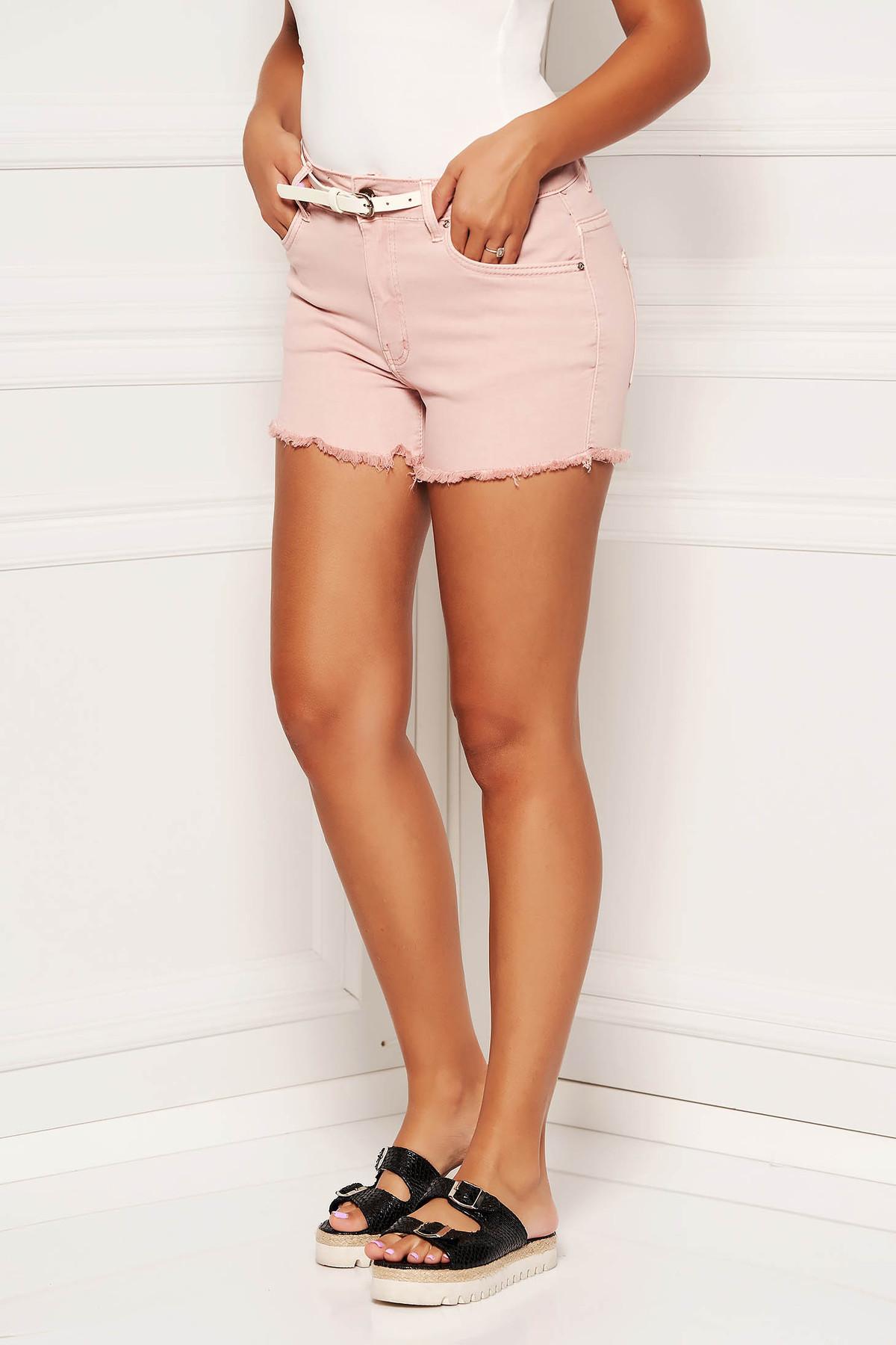 Pantalon scurt SunShine roz prafuit casual din denim cu talie medie cu accesoriu tip curea