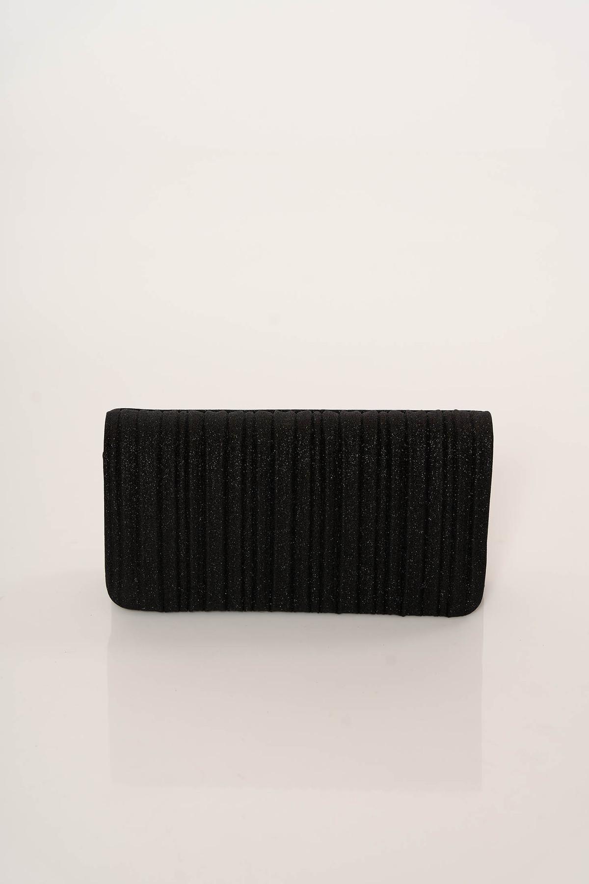Geanta dama neagra plic eleganta accesorizata cu lant metalic cu un compartiment cu buzunar interior