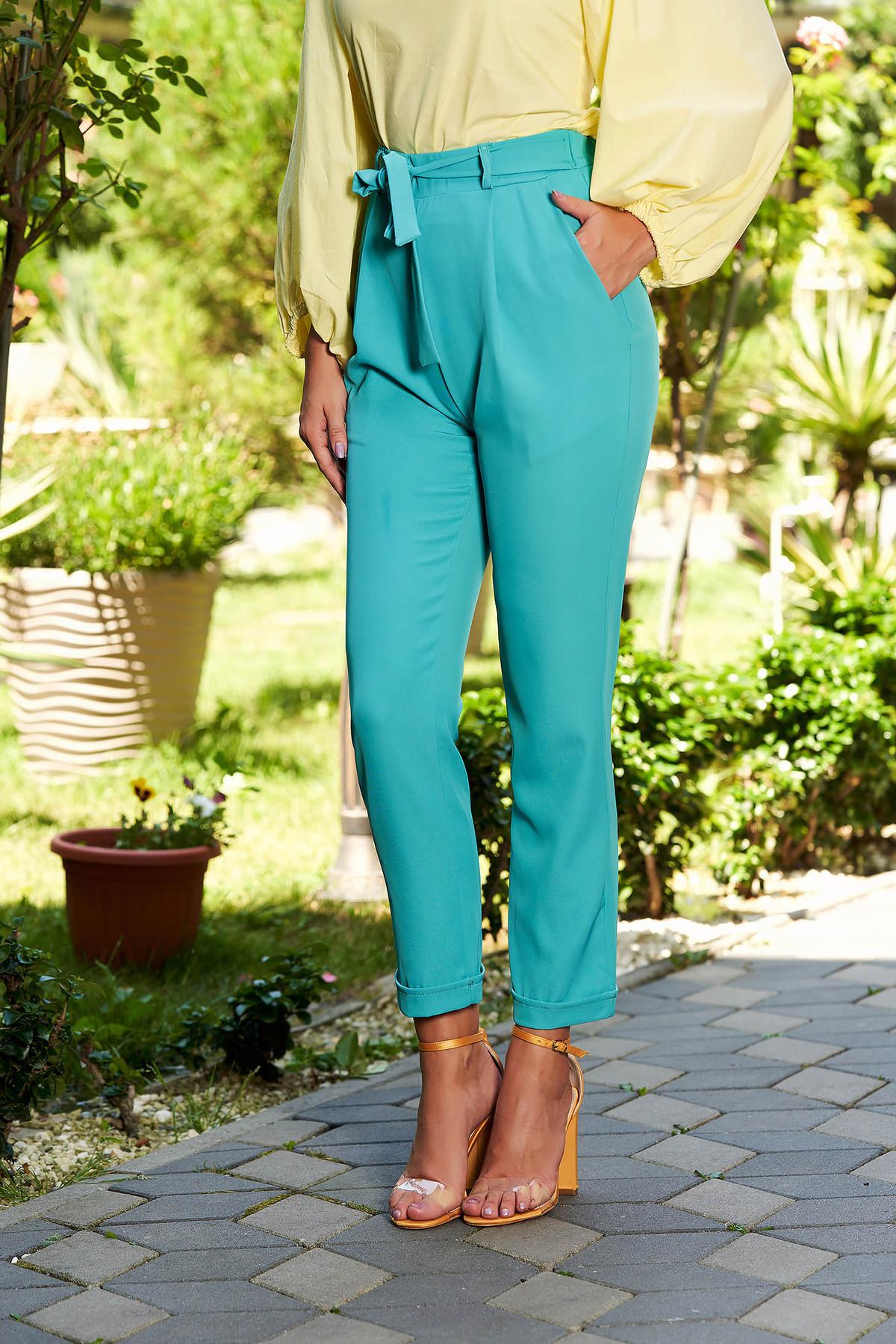 Pantaloni turcoaz casual lungi cu buzunare in fata accesorizati cu cordon