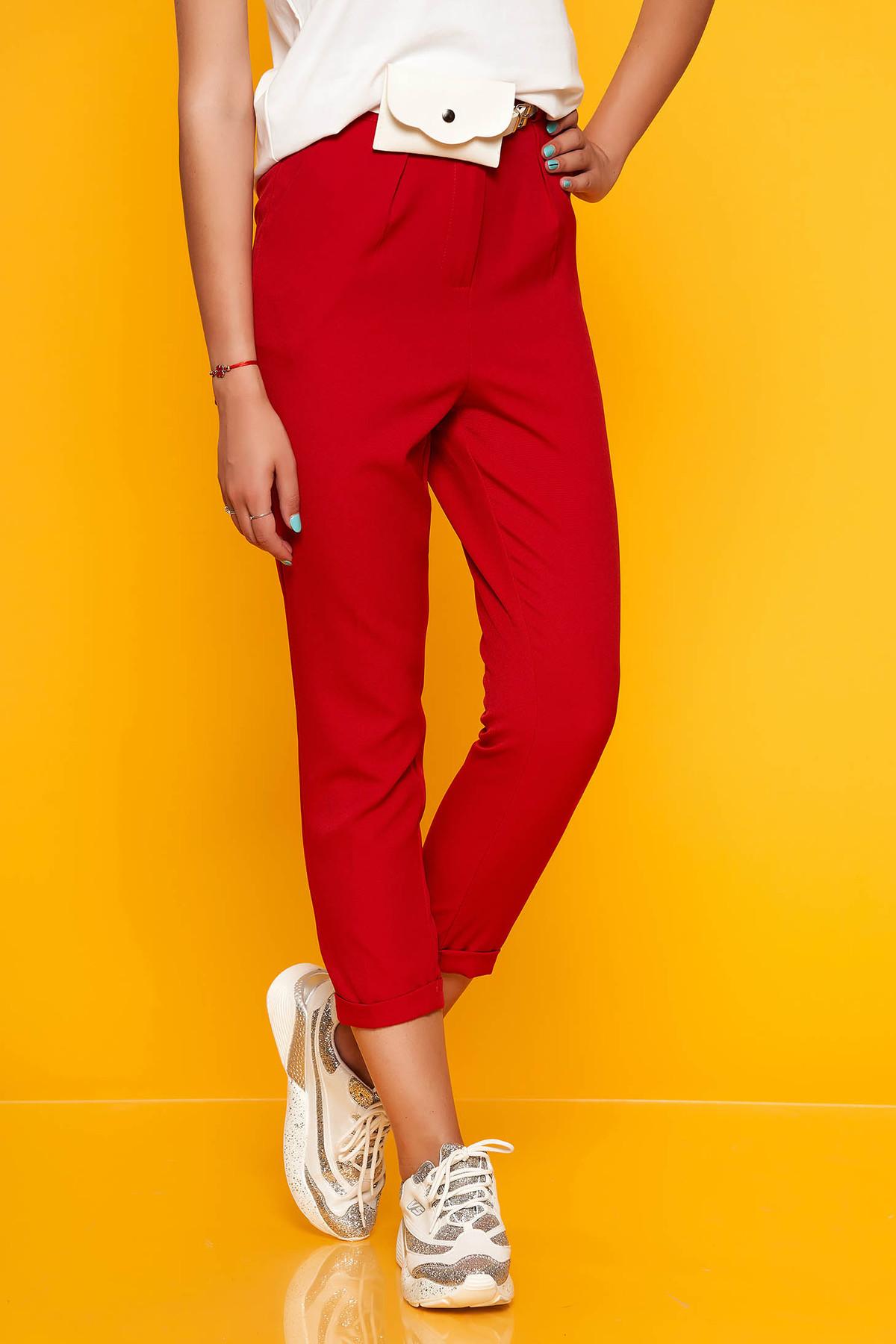 Pantaloni SunShine rosii casual cu un croi drept cu talie medie cu buzunare si accesoriu tip curea