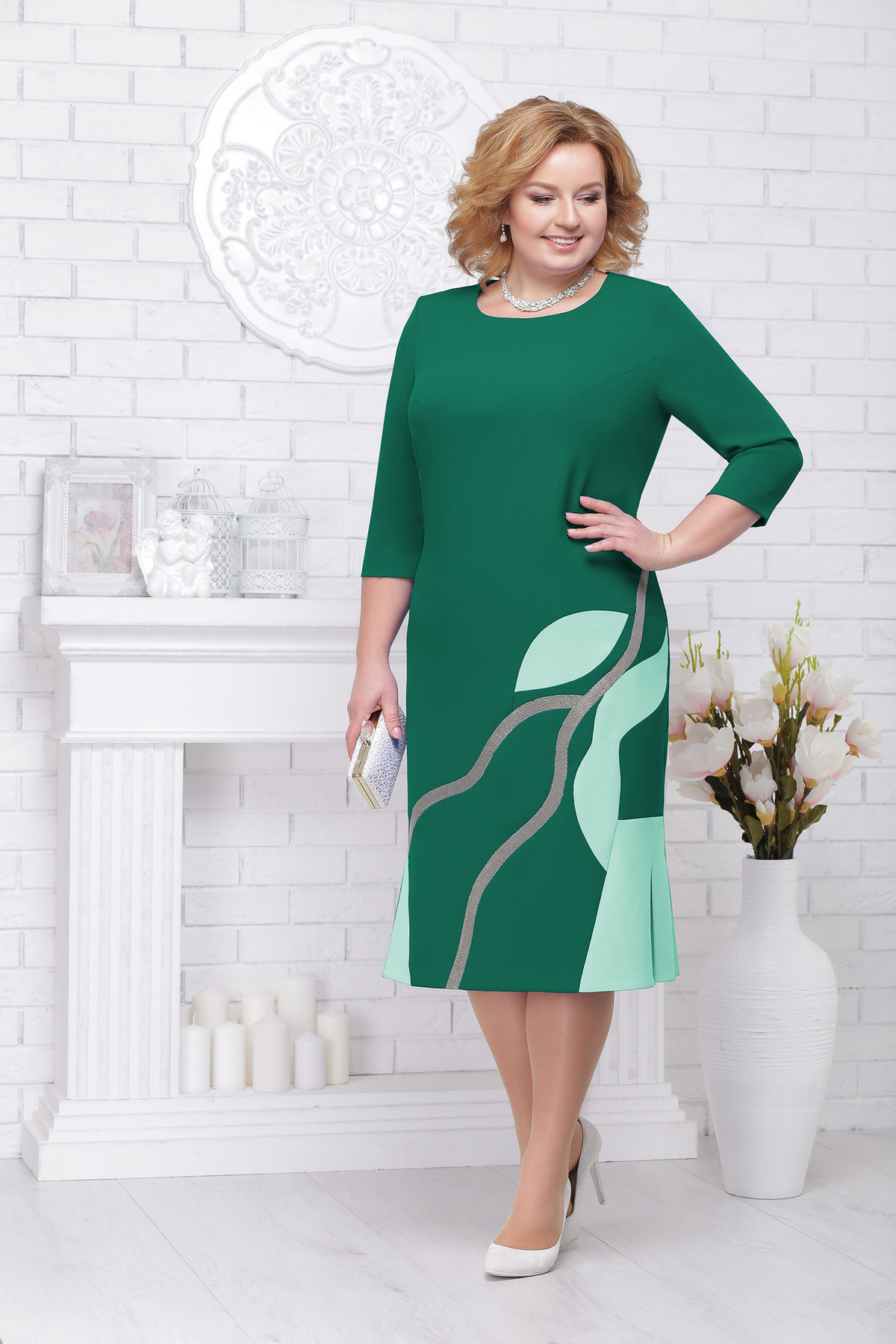 Rochie verde eleganta de ocazie midi cu un croi drept cu maneci trei-sferturi si decolteu rotunjit