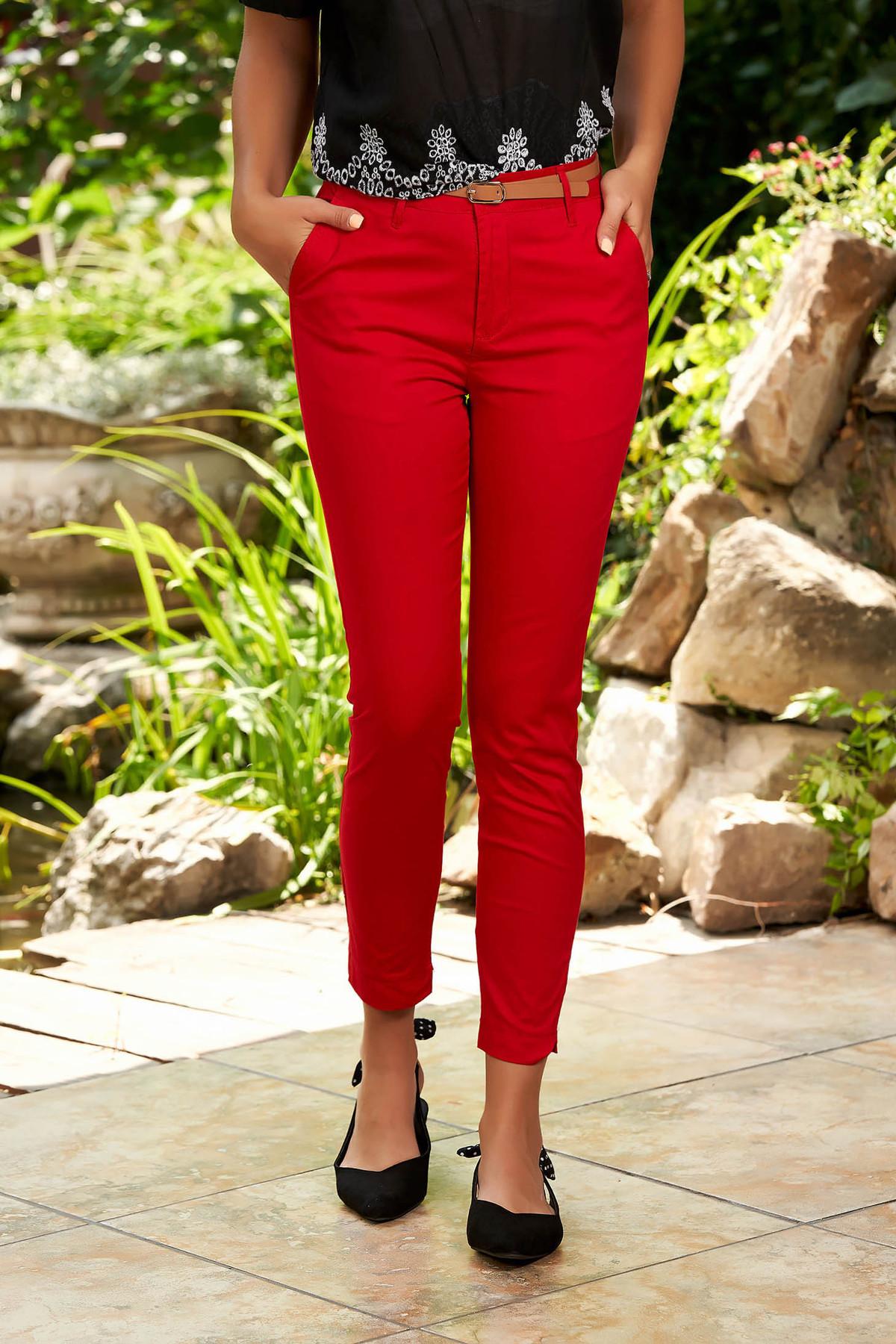 Pantaloni SunShine rosii casual conici din bumbac cu buzunare in fata si accesoriu inclus