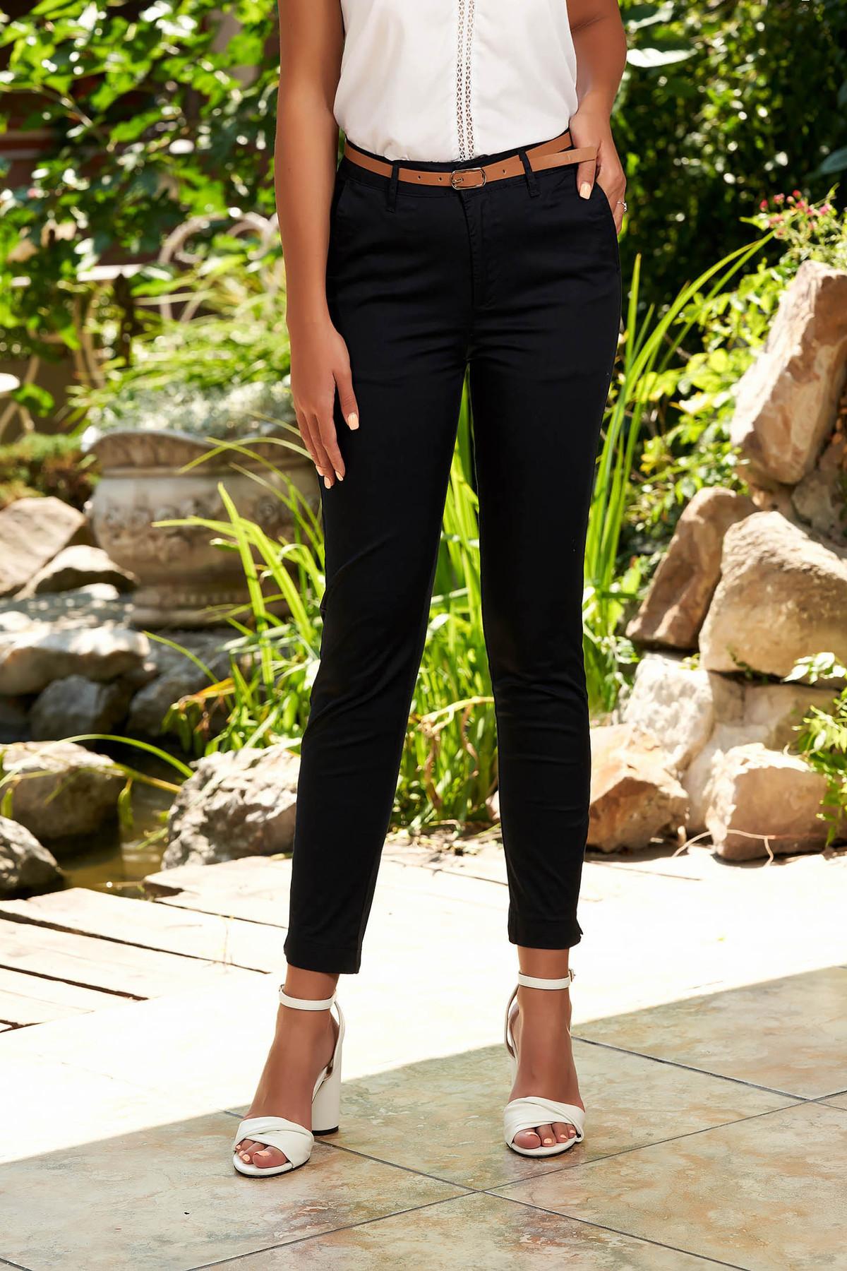 Pantaloni SunShine albastru-inchis casual conici din bumbac cu buzunare in fata si accesoriu inclus