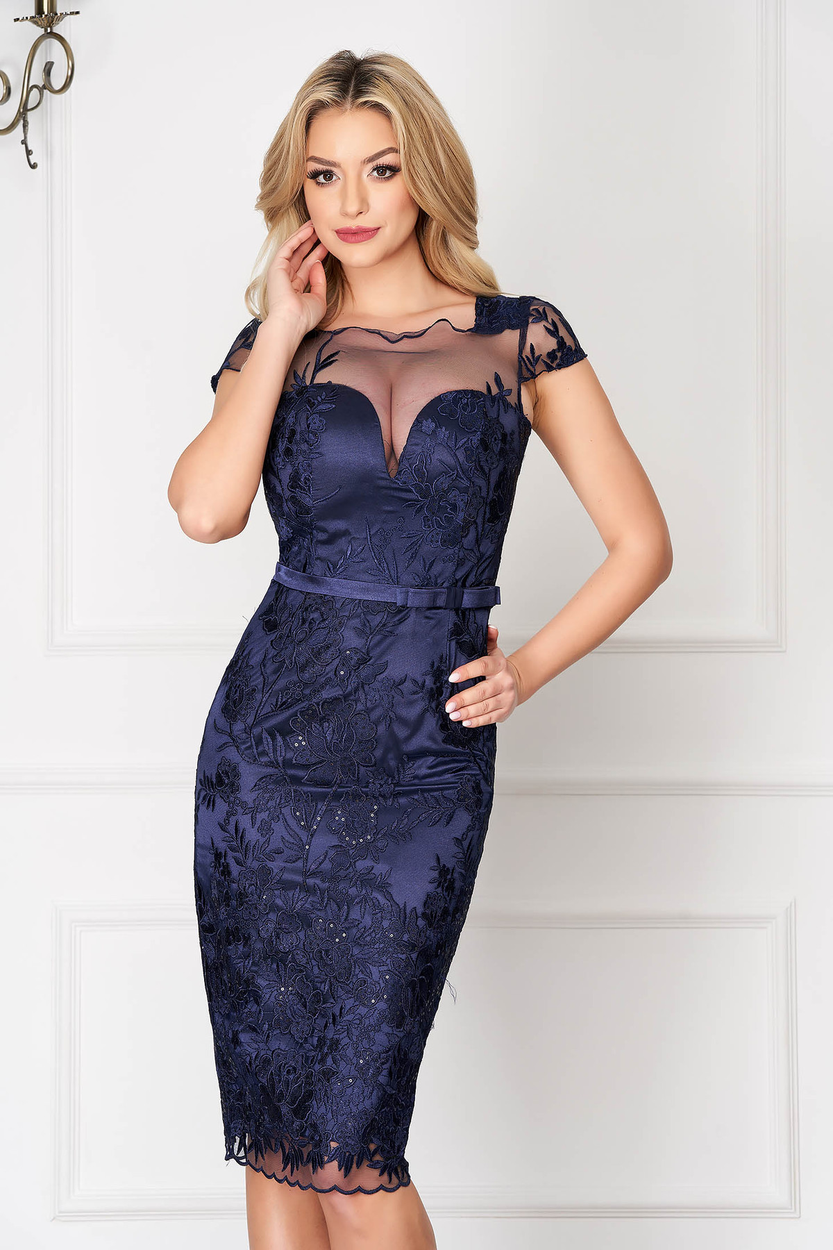Rochie albastru-inchis midi de ocazie tip creion din dantela cu accesoriu tip curea