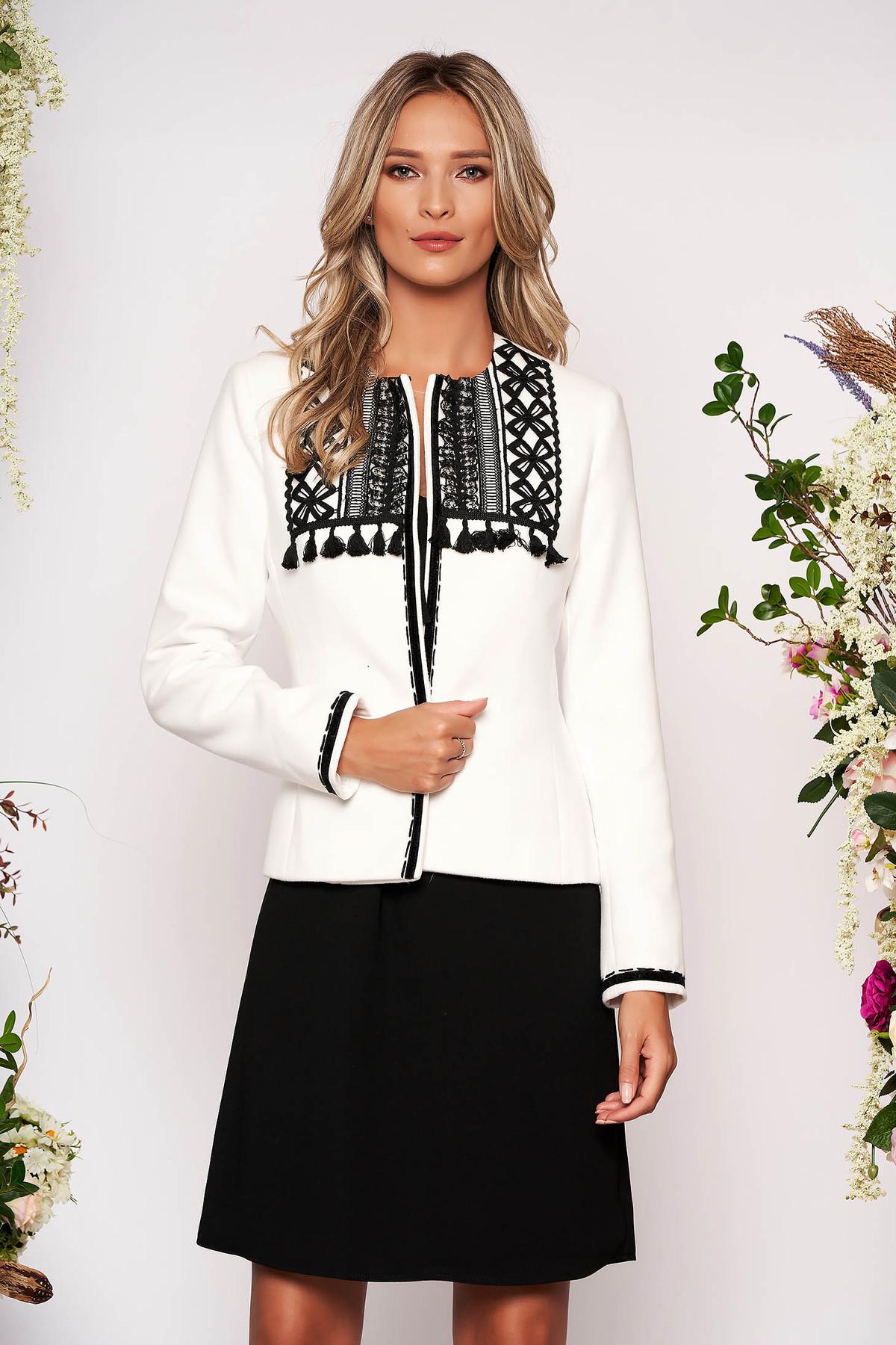 Sacou LaDonna alb scurt elegant cambrat din lana cu maneci lungi si umerii buretati