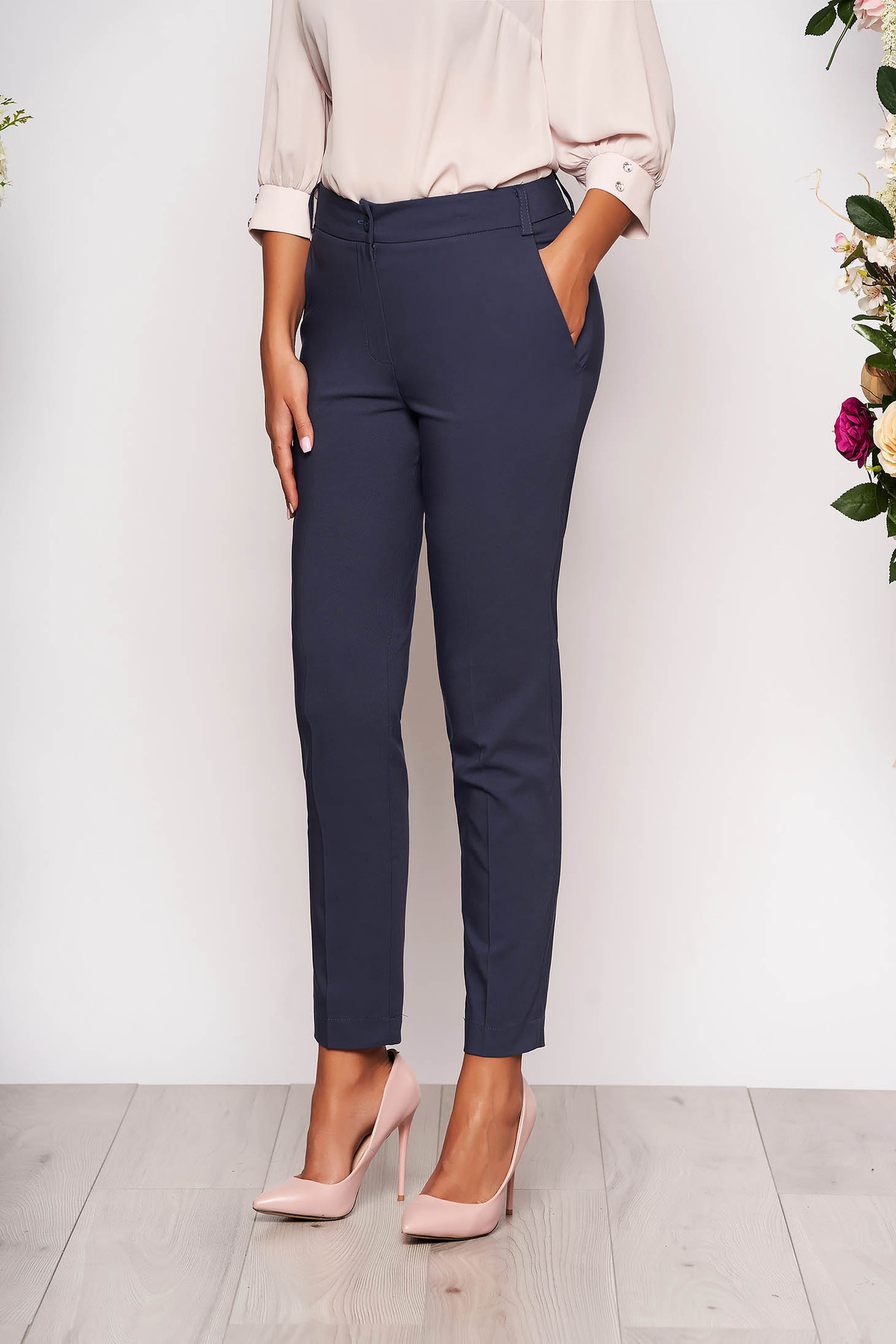 Pantaloni albastru-inchis lungi eleganti cu talie medie conici din stofa subtire cu buzunare