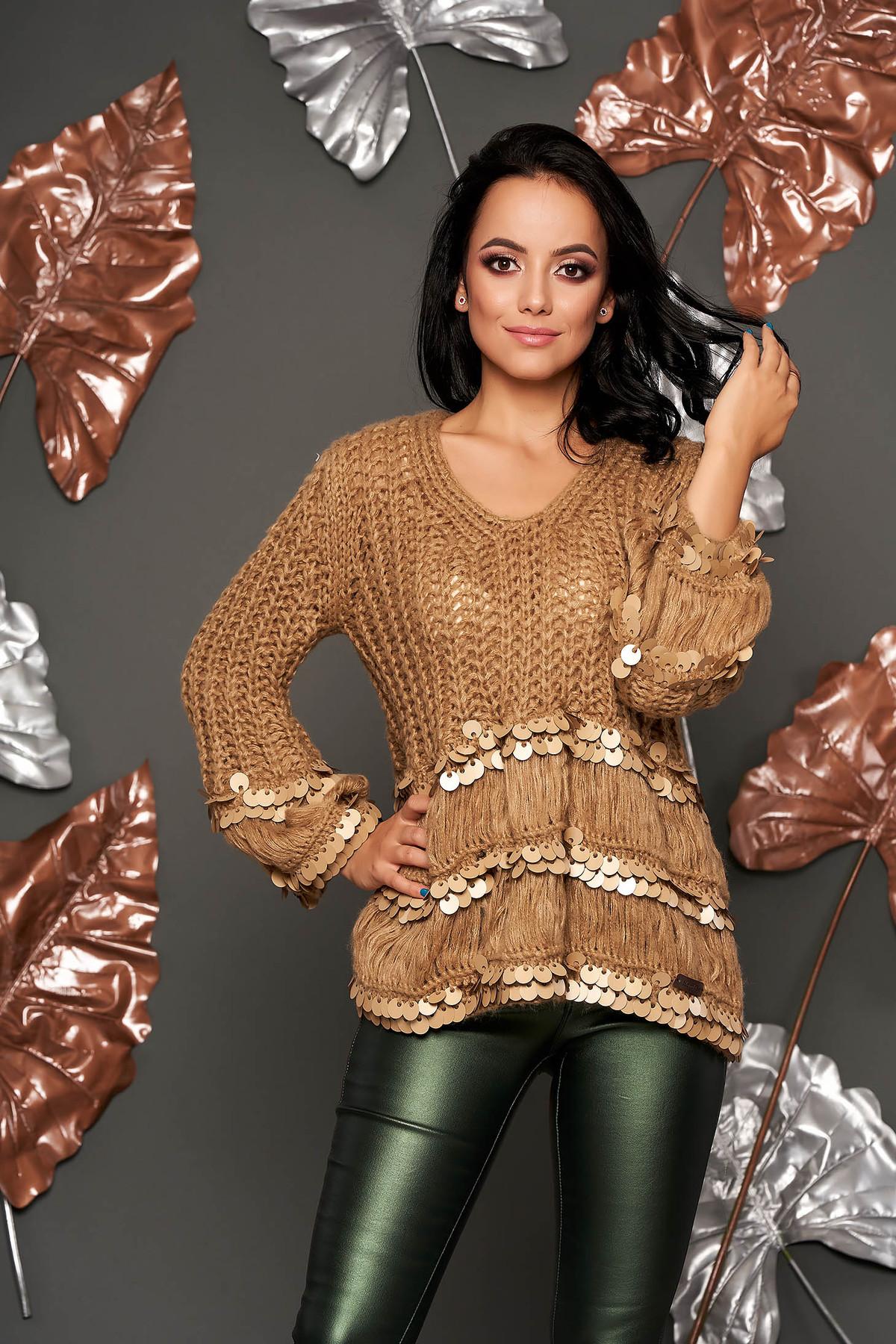Pulover maro scurt casual cu croi larg din material tricotat cu decolteu in v cu aplicatii cu paiete