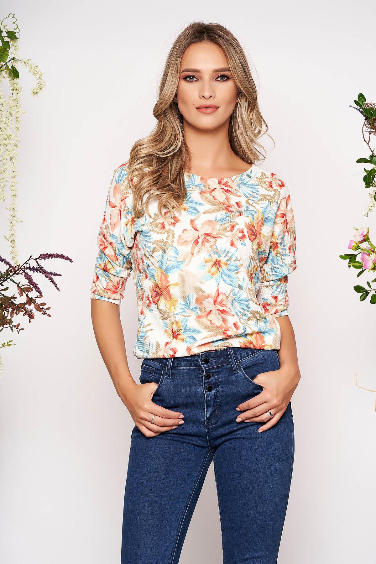 Bluza dama StarShinerS alba casual din material usor elastic material creponat cu imprimeuri florale cu maneca 3/4