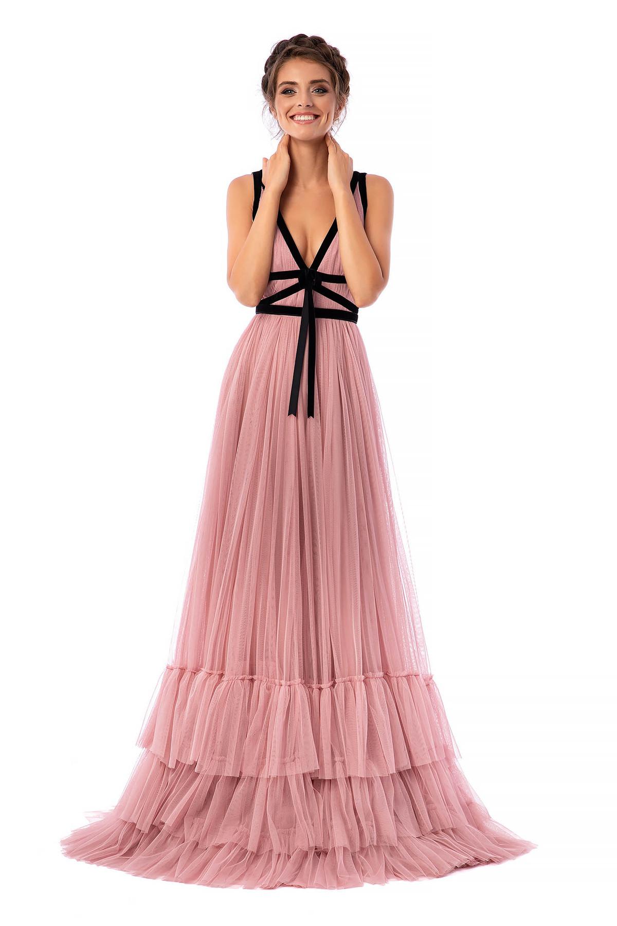Rochie Ana Radu roz prafuit de lux lunga in clos din tul cu decolteu adanc in v cu aplicatii de catifea fara maneci