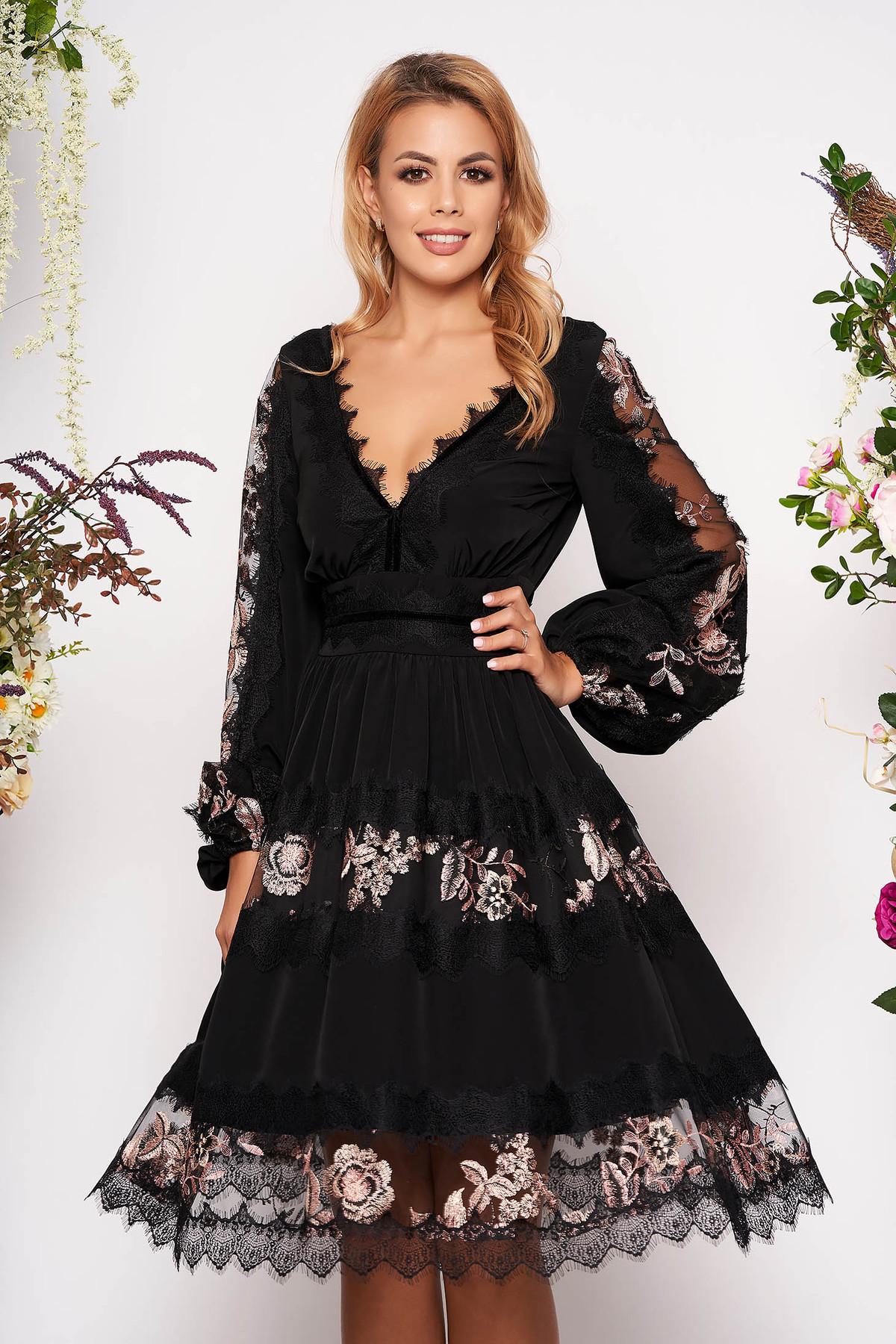 Rochie LaDonna neagra eleganta croi in clos din voal cu aplicatii de dantela