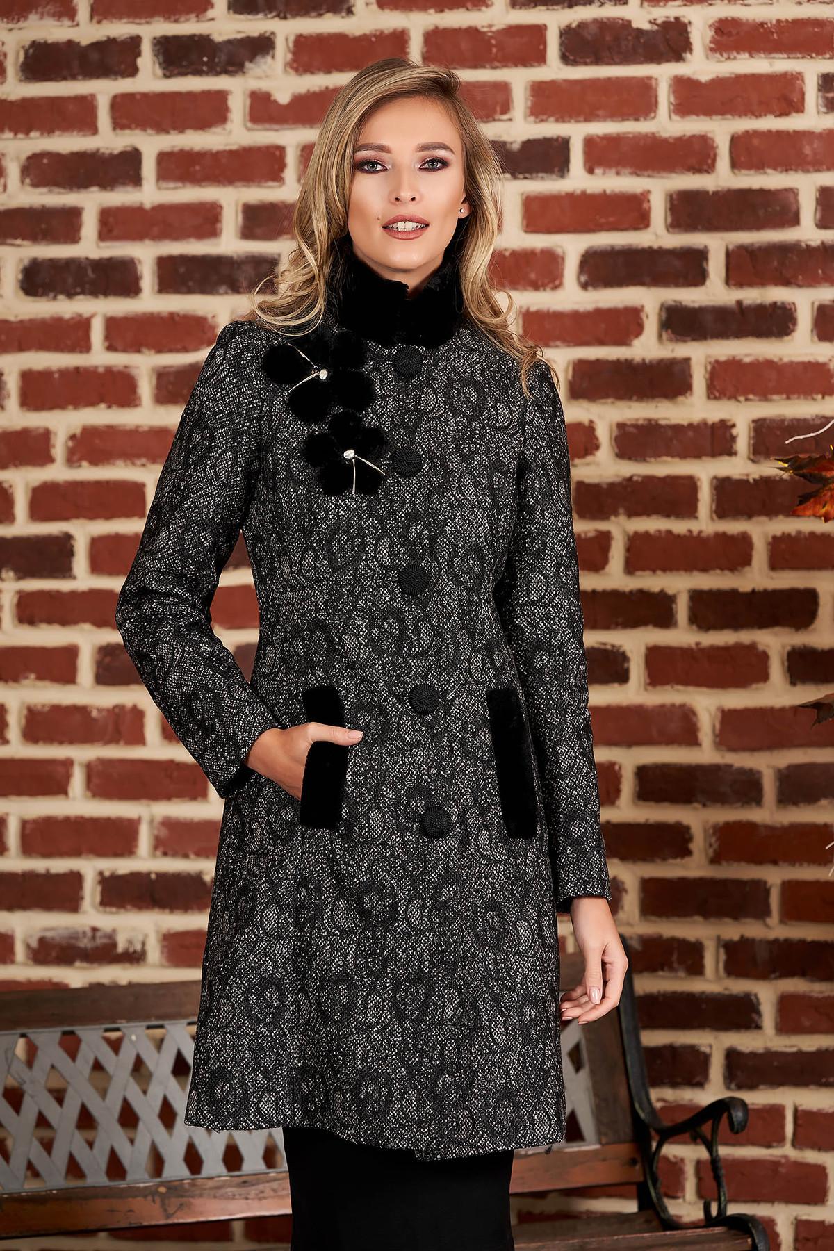 Palton LaDonna negru elegant din stofa groasa cu croi cambrat cu guler din blana si aplicatii florale