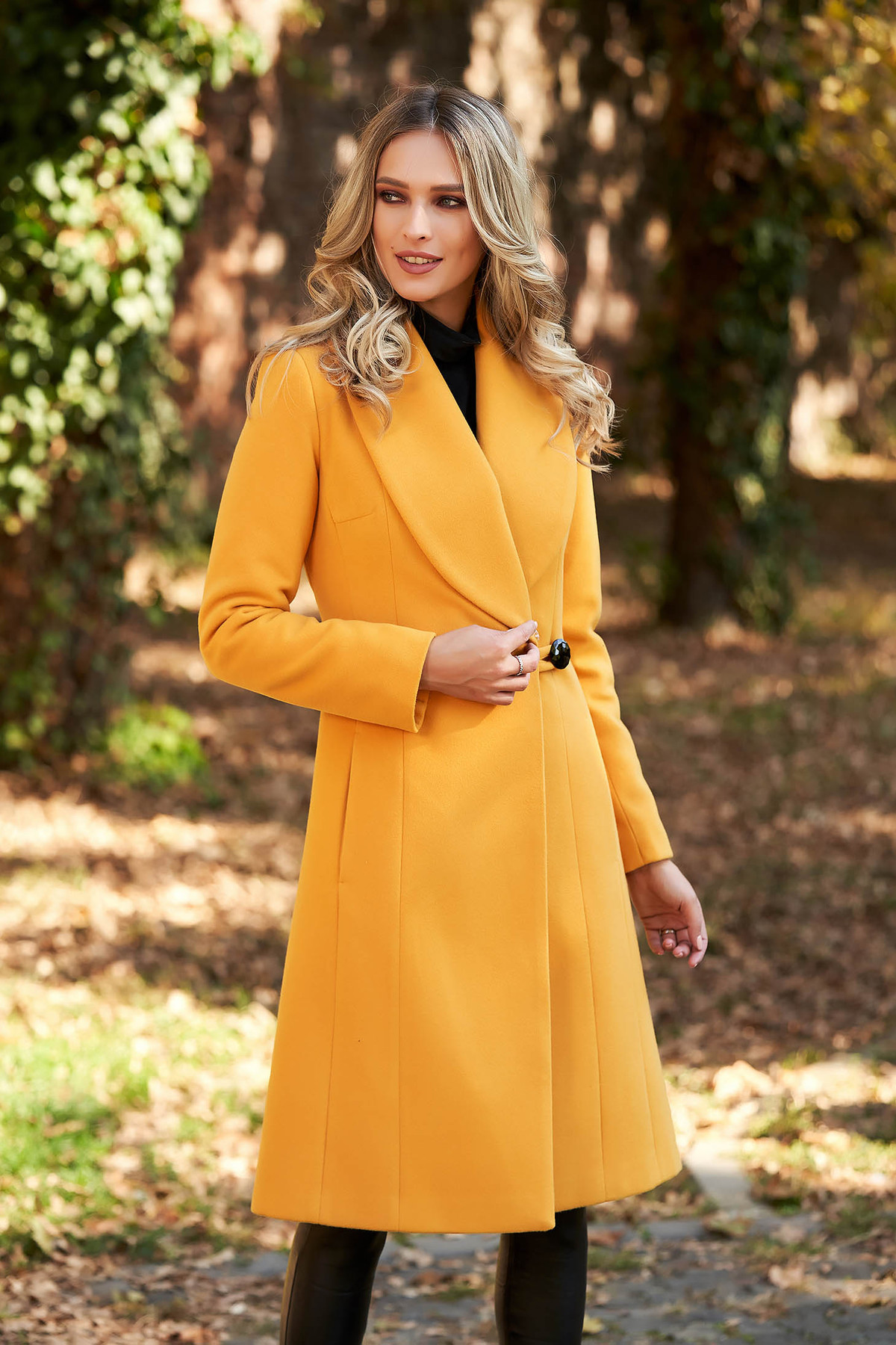 Palton LaDonna mustariu elegant cu guler din blana captusit pe interior