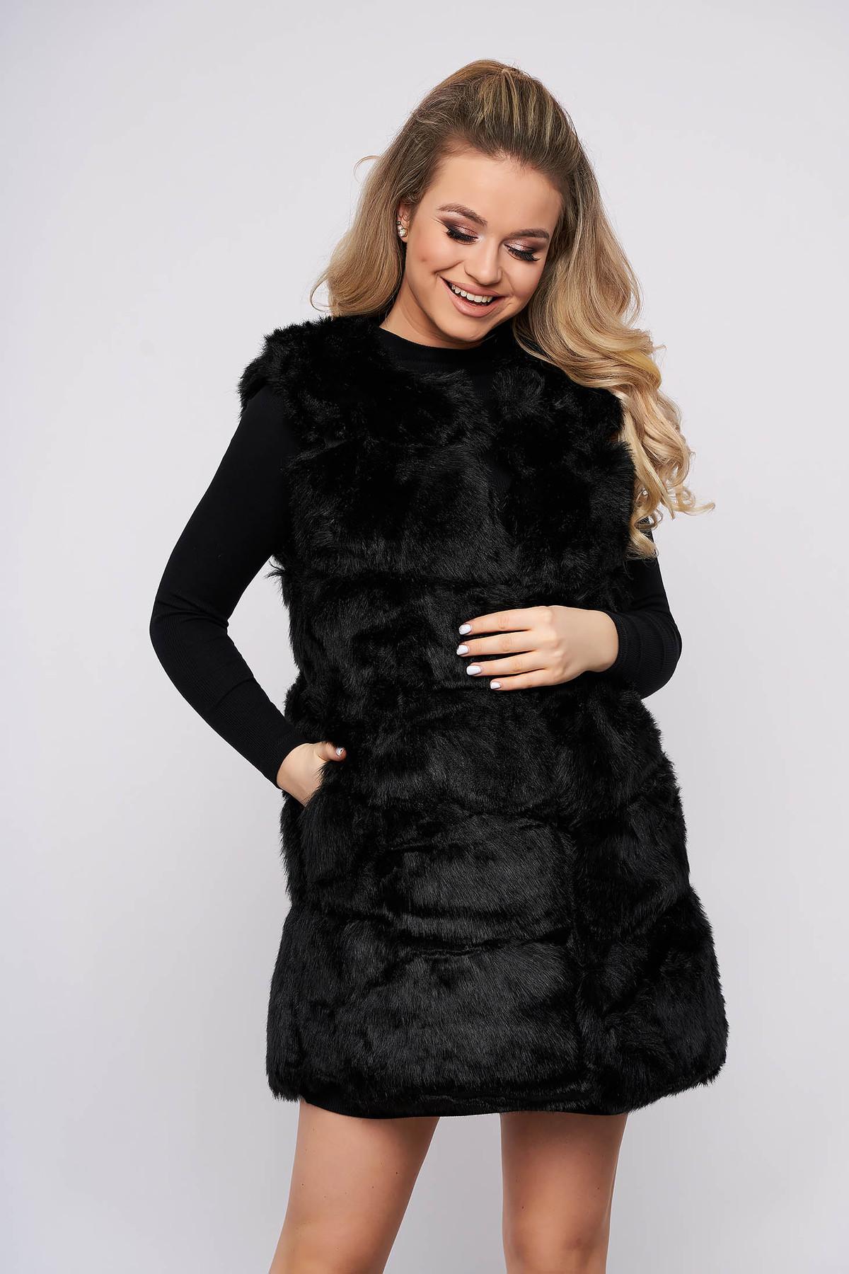 Vesta SunShine negru cu croi larg din blana ecologica captusit pe interior cu buzunare