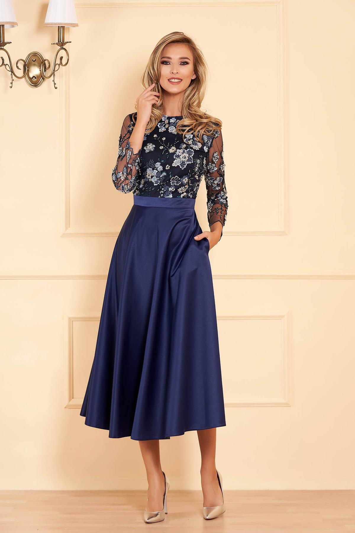 Rochie albastru-inchis de ocazie midi croi in clos din satin si tul brodat cu aplicatii cu margele si paiete