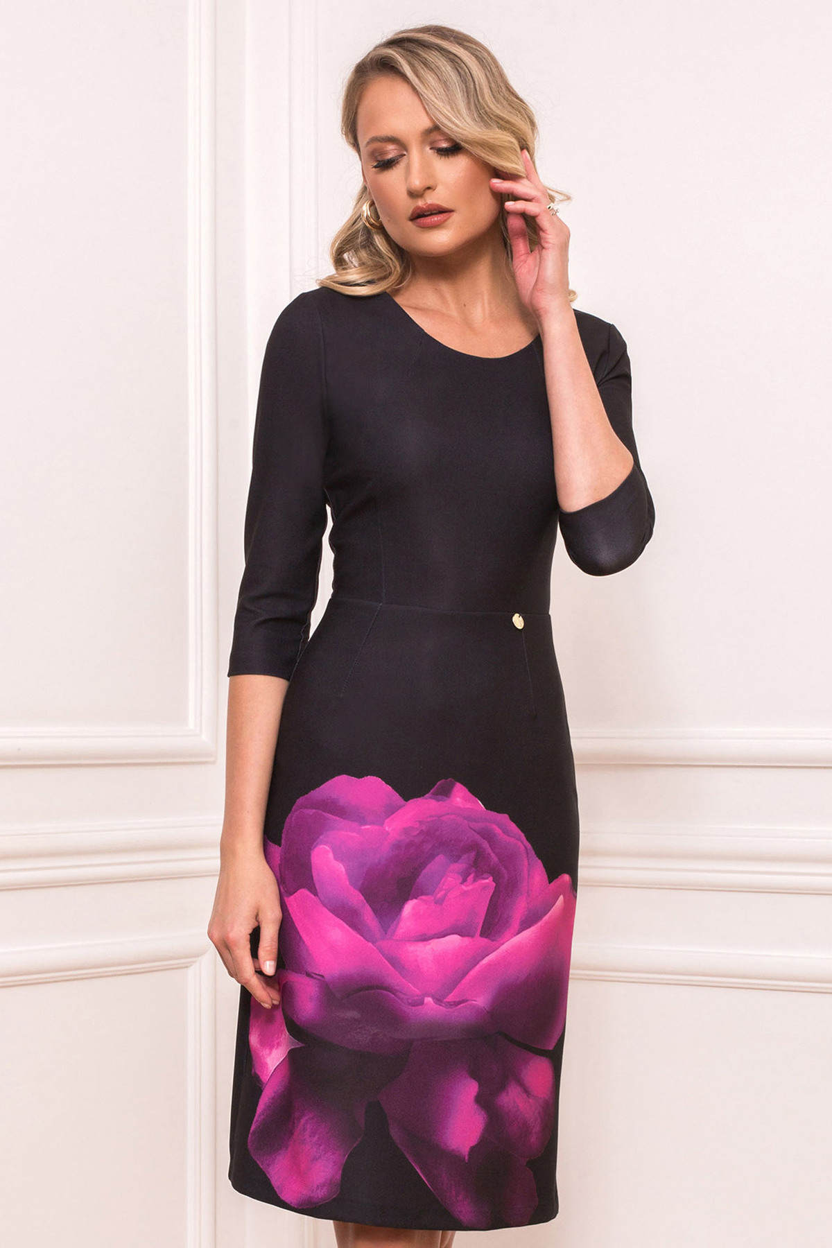 Rochie PrettyGirl fuchsia eleganta midi din material elastic cu decolteu rotunjit cu imprimeu floral