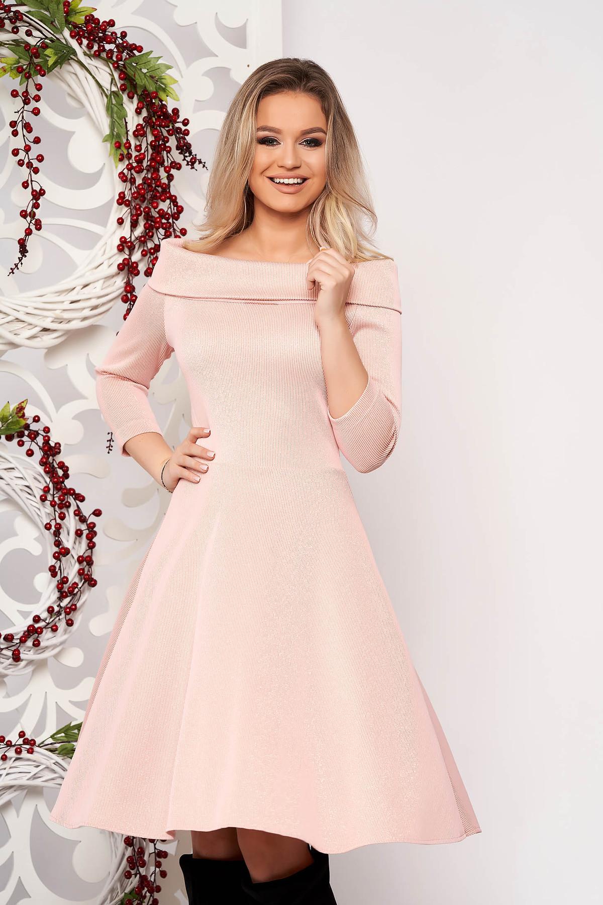 Rochie StarShinerS roz prafuit midi croi in clos cu maneci trei-sferturi cu guler barcuta