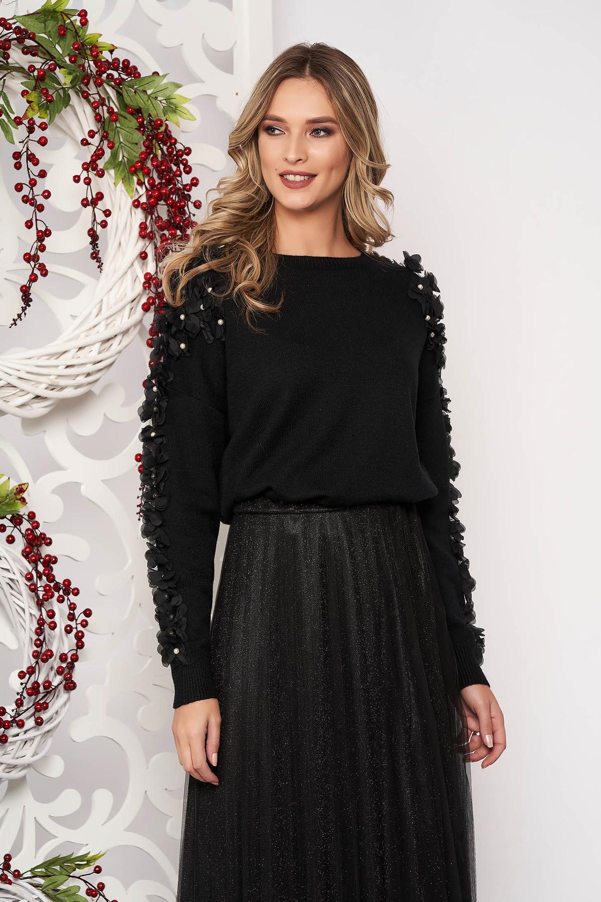 Pulover SunShine negru cu croi larg scurt din lana cu aplicatii cu perle cu aplicatii de tul cu maneca lunga