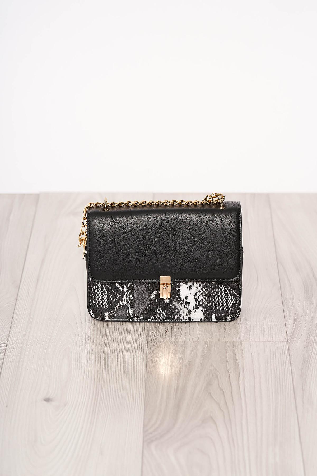 Geanta dama SunShine neagra material din piele ecologica cu animal print cu maner lung tip lantisor accesorizata cu o catarama