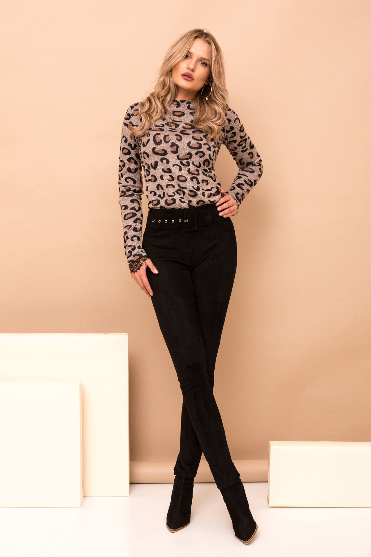 Pantaloni PrettyGirl negri eleganti lungi conici din piele intoarsa cu accesoriu tip curea