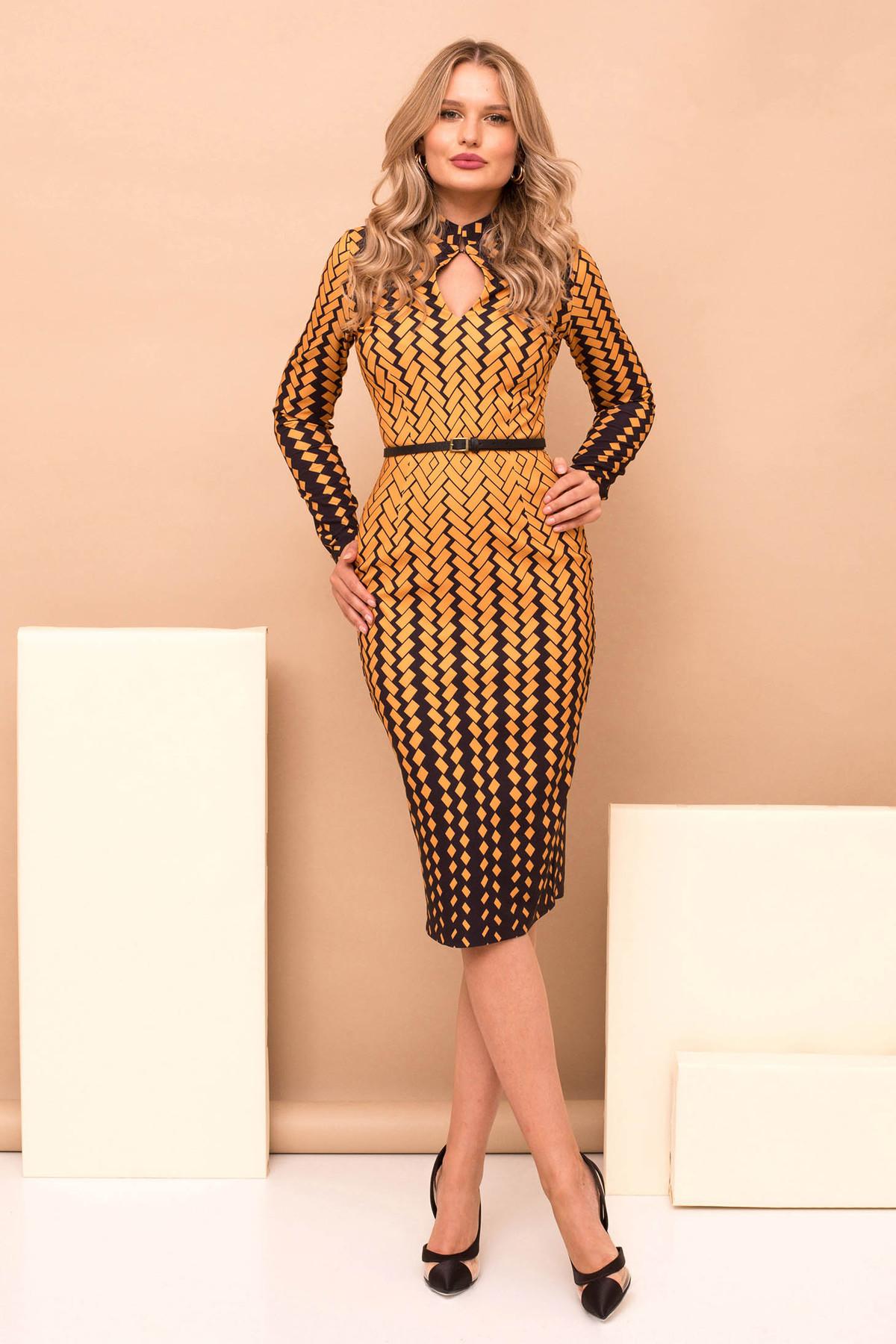 Rochie PrettyGirl mustarie eleganta din stofa cu imprimeu geometric midi tip creion cu accesoriu tip curea cu maneci lungi