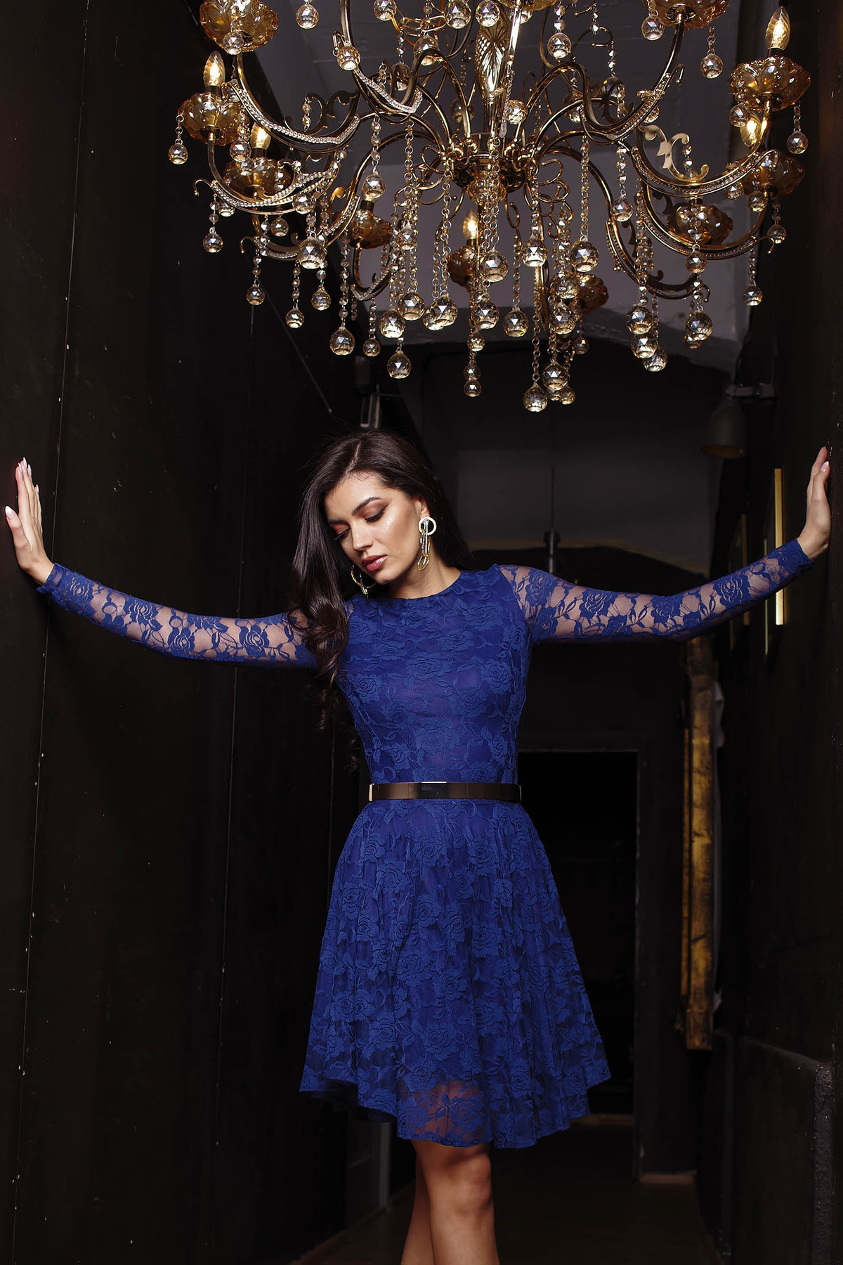 Rochie Artista albastru-inchis de ocazie in clos din dantela elastica captusita pe interior cu maneci lungi din dantela