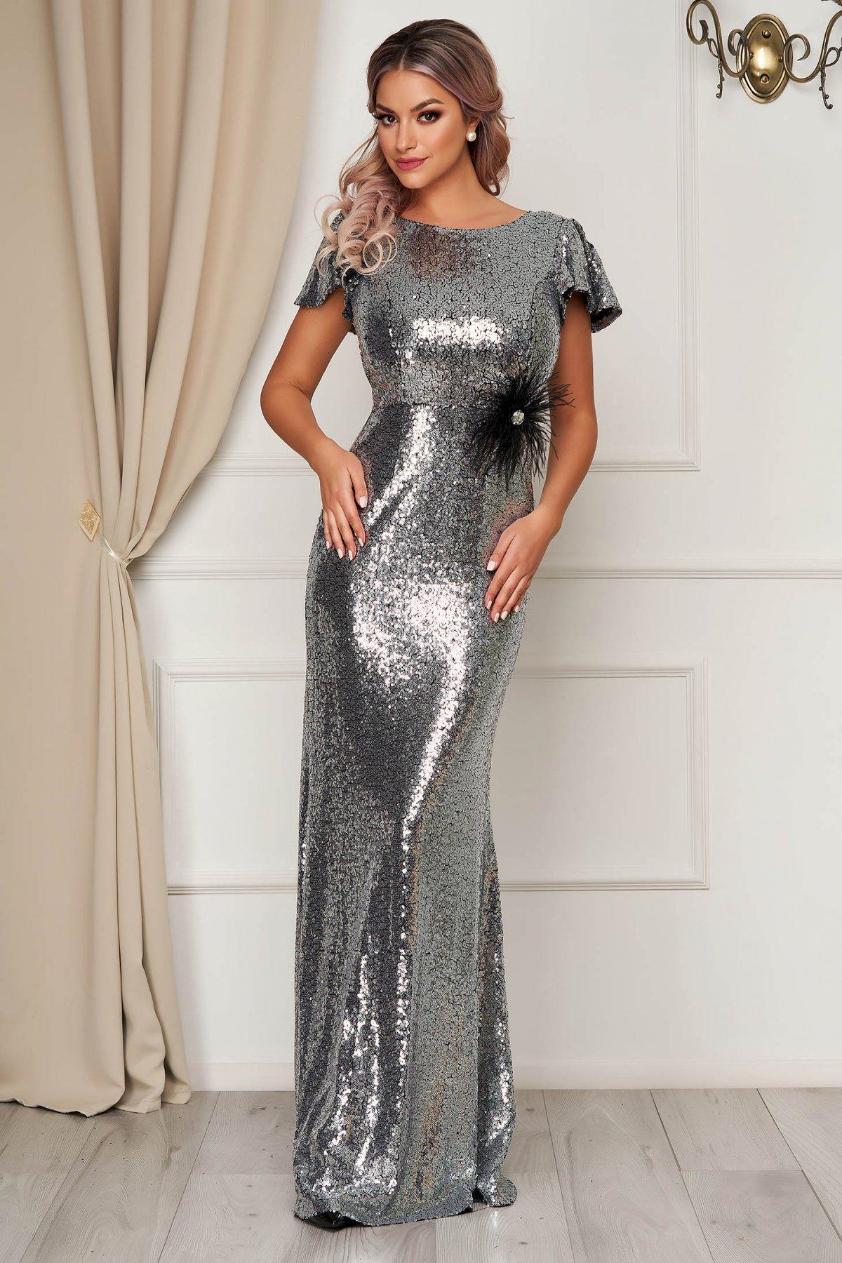 Rochie StarShinerS argintie lunga tip sirena cu un croi mulat cu paiete si maneci scurte