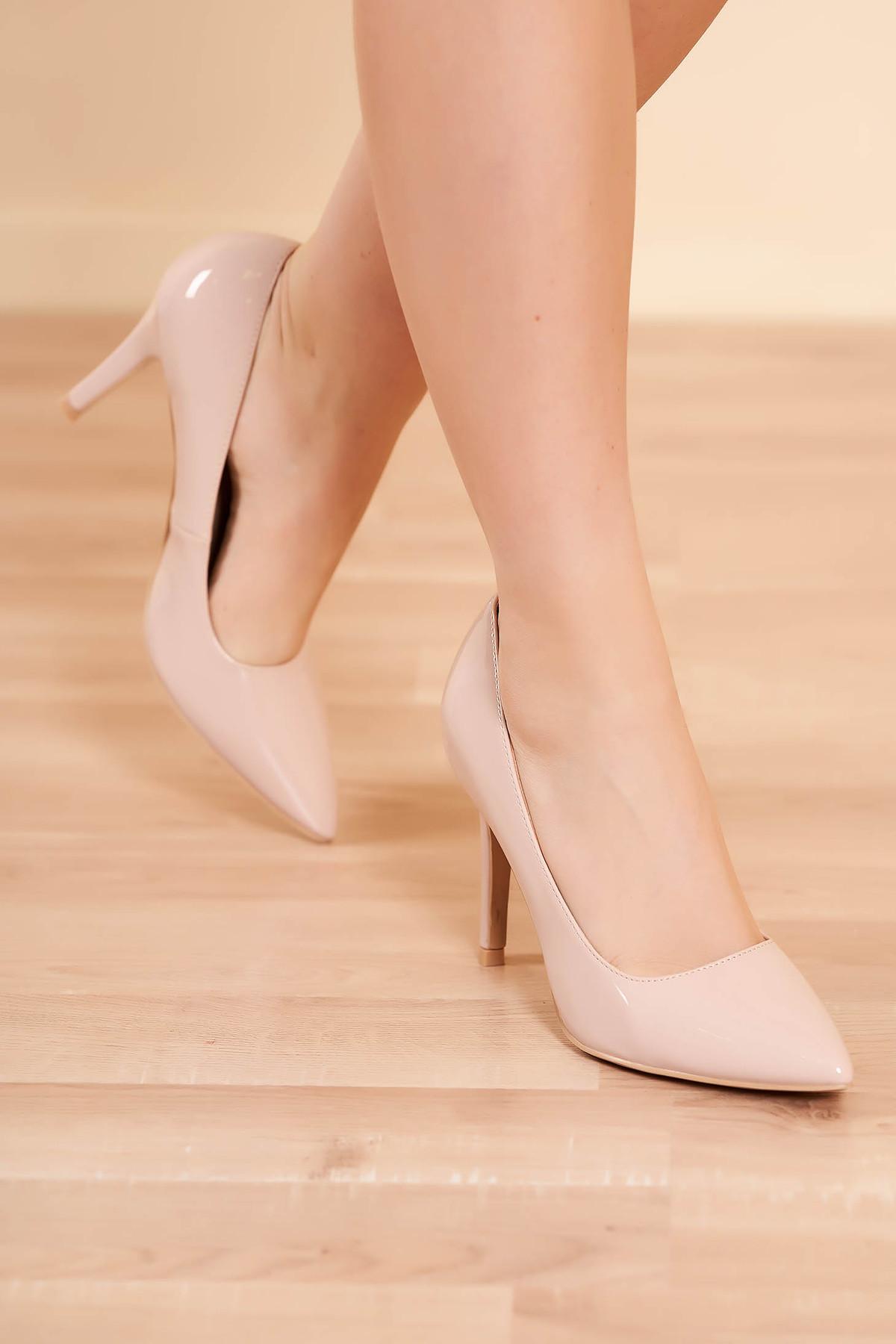Pantofi nude eleganti din piele ecologica lacuita cu toc inalt si varf usor ascutit