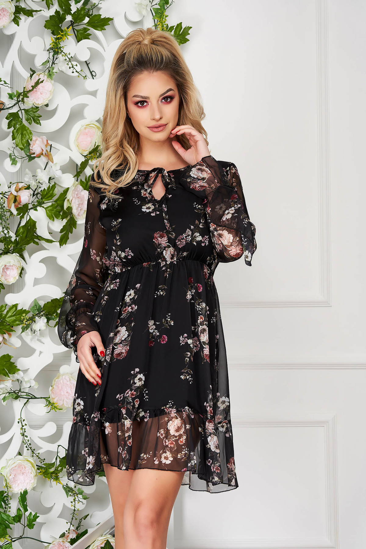 Rochie SunShine neagra de zi cu imprimeu floral cu elastic in talie si volanase la maneca