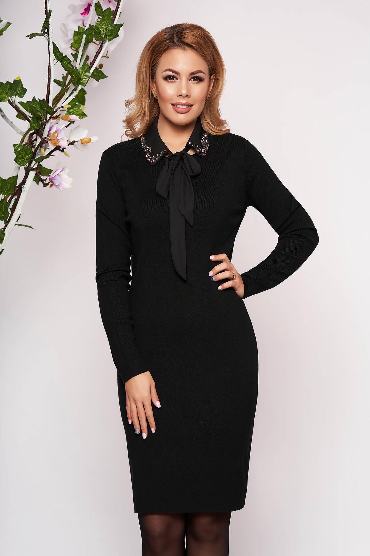 Rochie SunShine neagra eleganta scurta tricotata tip creion cu maneci lungi guler detasabil si decolteu la baza gatului