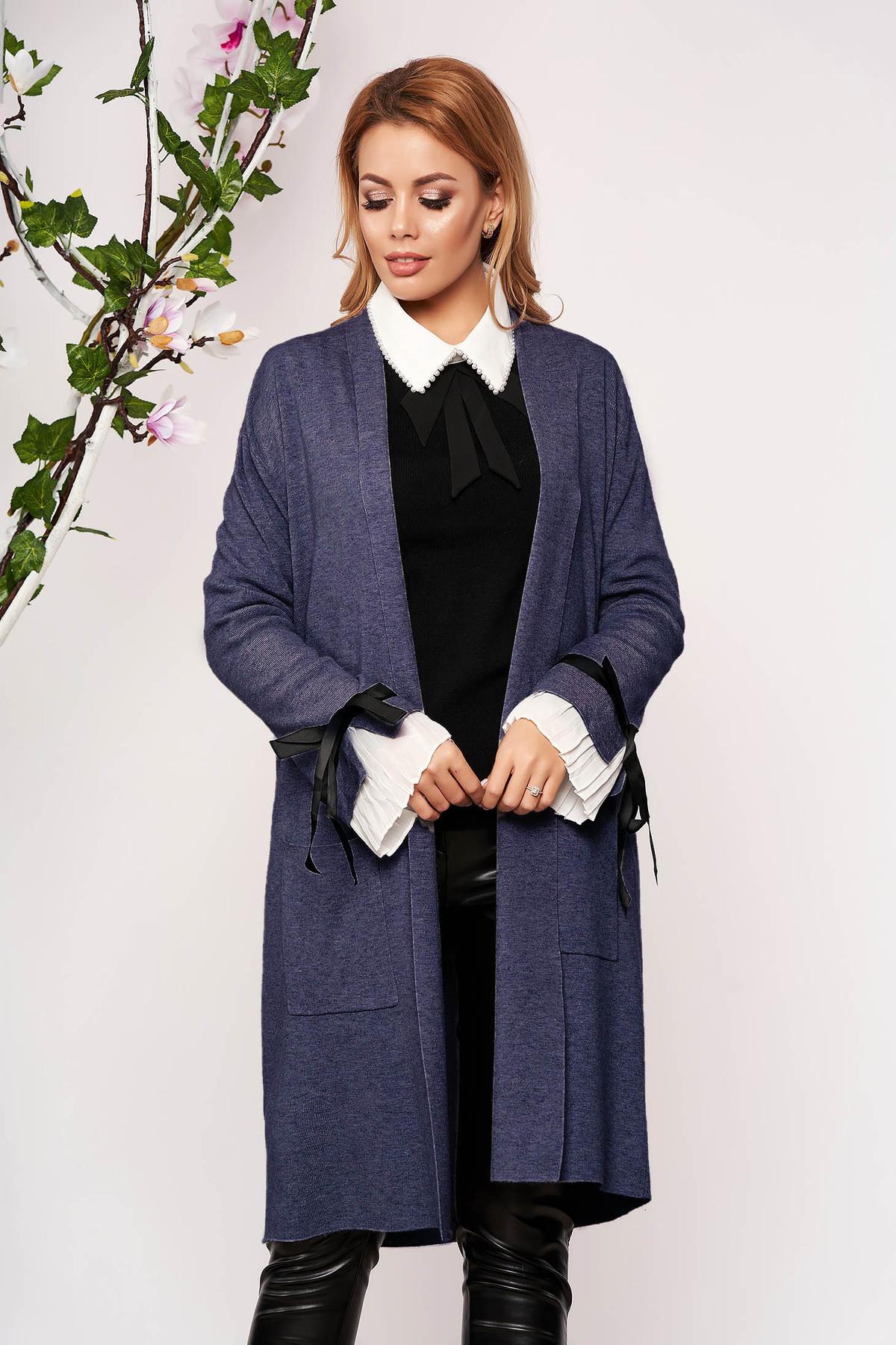 Cardigan SunShine albastru elegant lung tricotat accesorizat cu fundite fara captuseala cu buzunare in fata