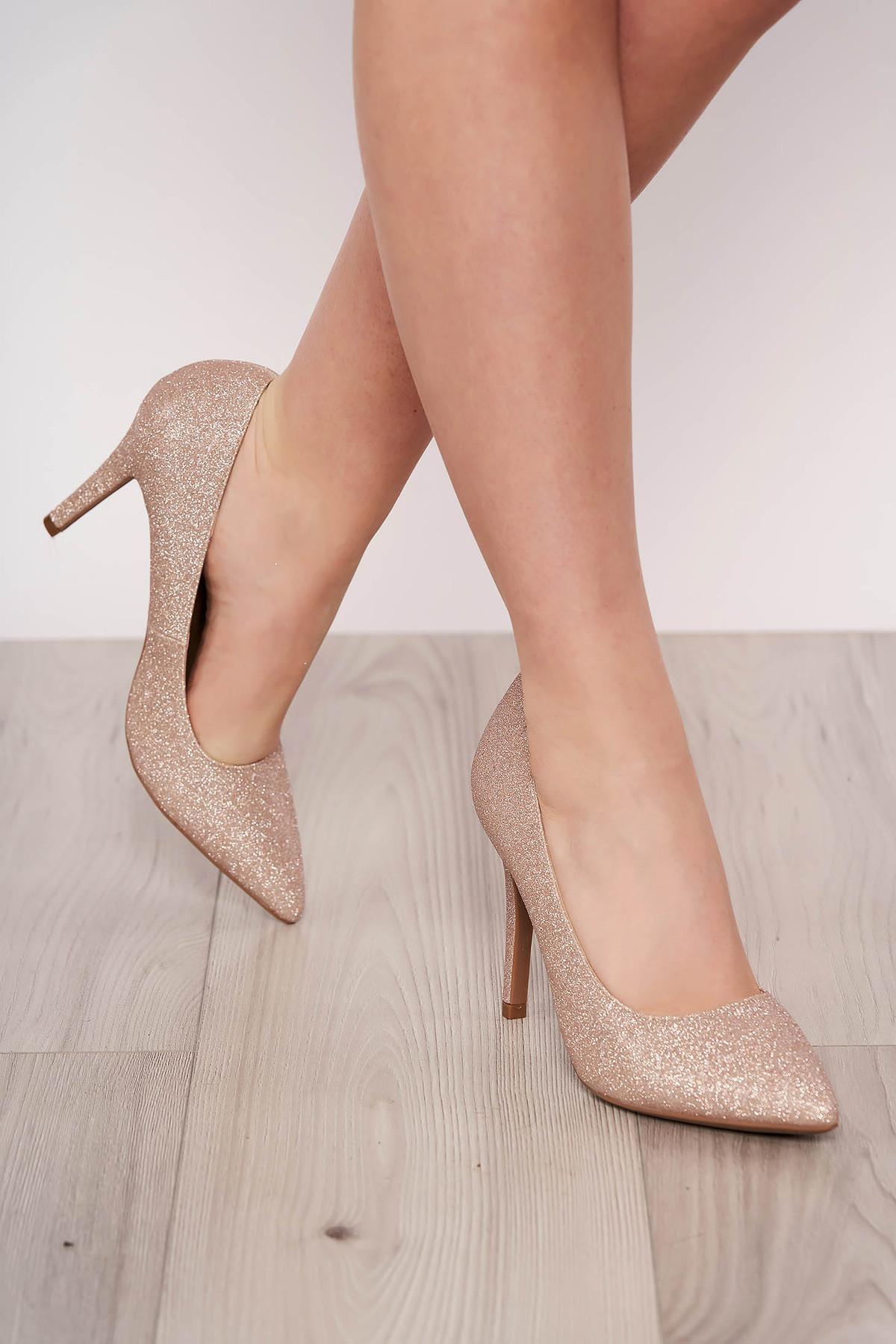 Pantofi auriu elegant din piele ecologica cu aplicatii cu sclipici cu varful usor ascutit si toc inalt imagine