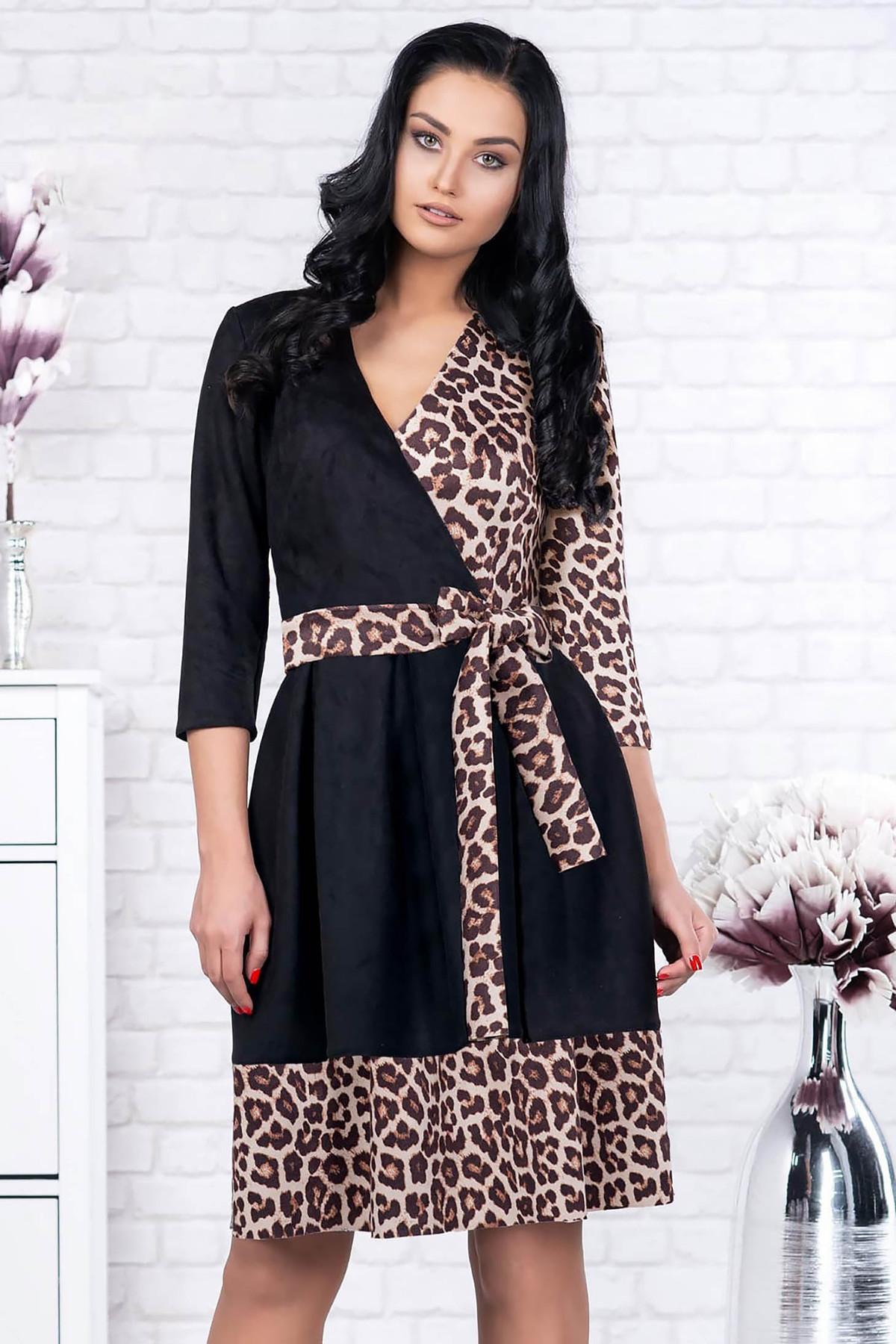 Rochie neagra eleganta scurta in clos din velur cu decolteu in v si accesorizata cu cordon